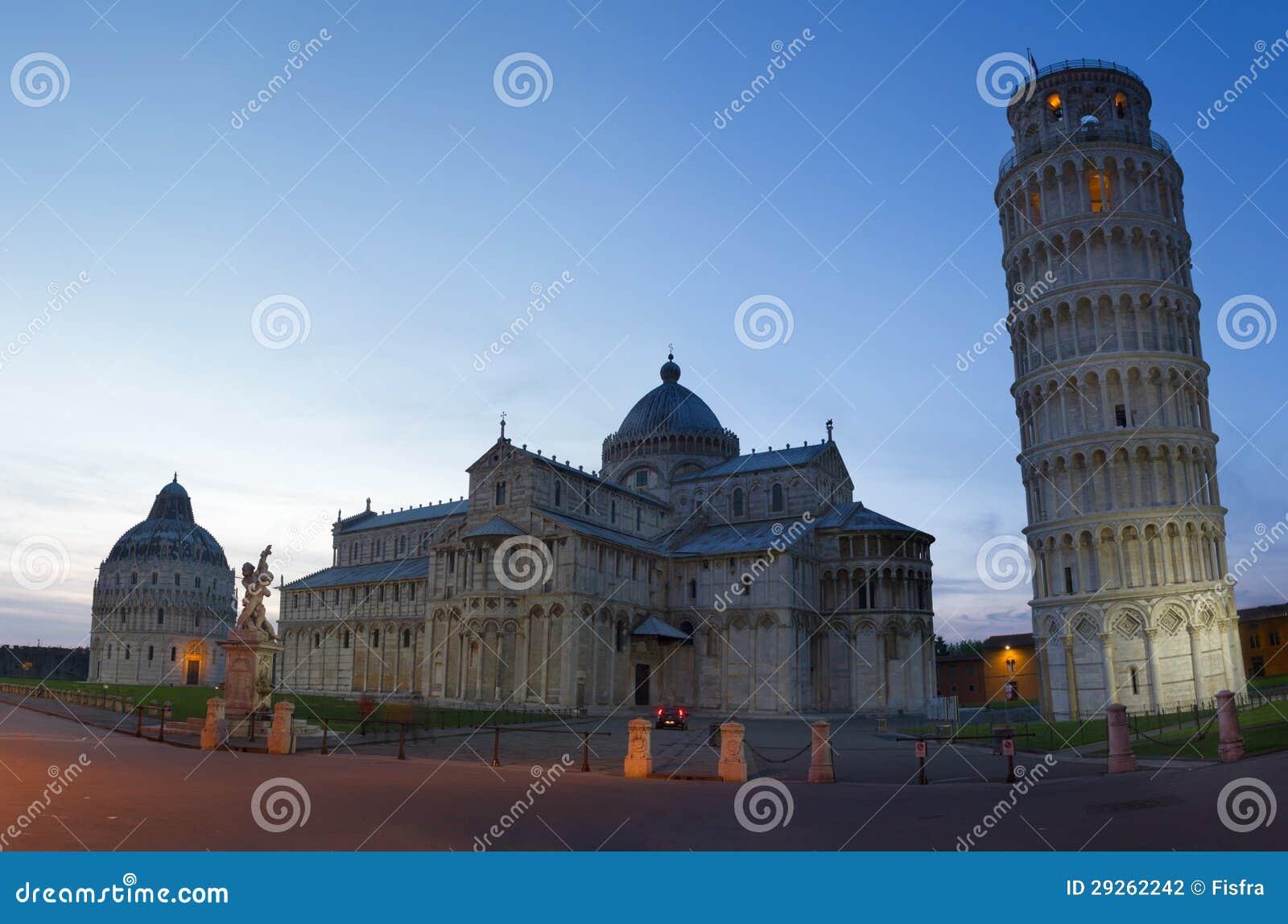 Piazza dei Miracoli przy półmrokiem, Pisa, Tuscany, Włochy