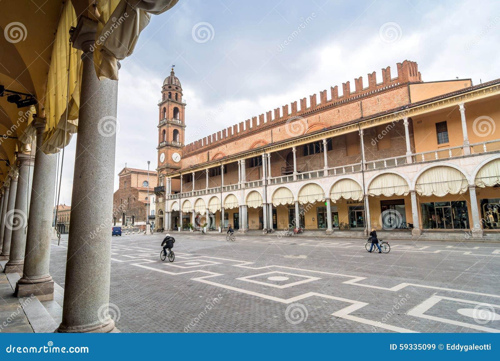 Piazza del popolo dans faenza italie image stock for Dans italien