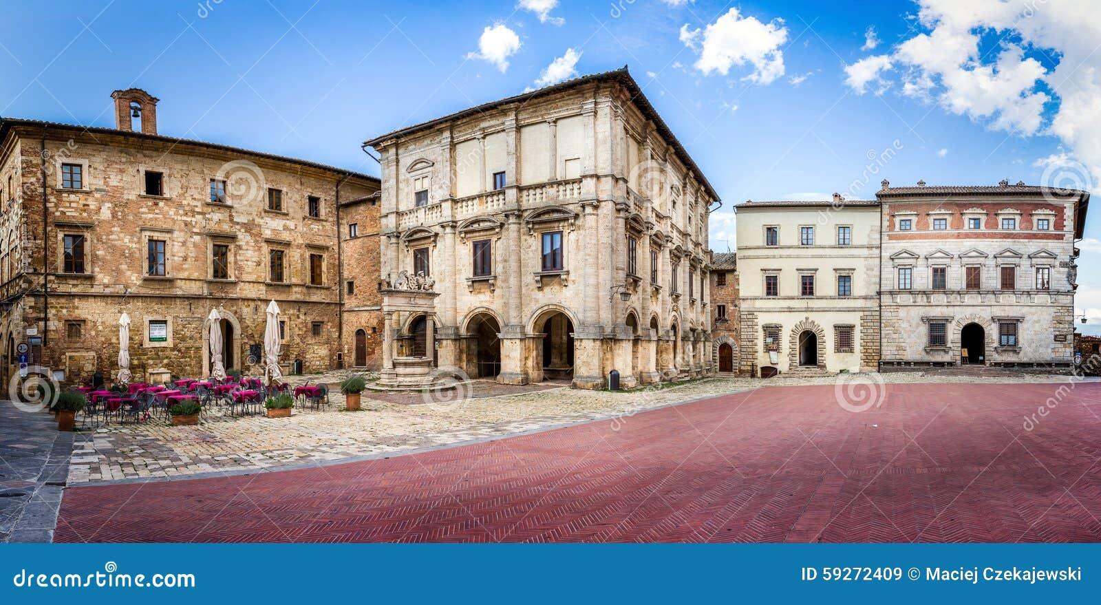 Piazza Grande em Montepulciano, Itália