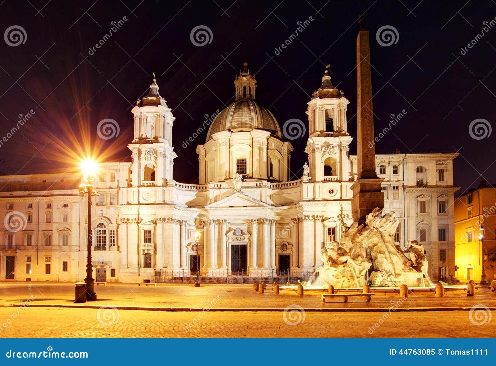 Piazza navona al crepuscolo belle vecchie finestre a roma italia immagine stock immagine - Finestre a roma ...