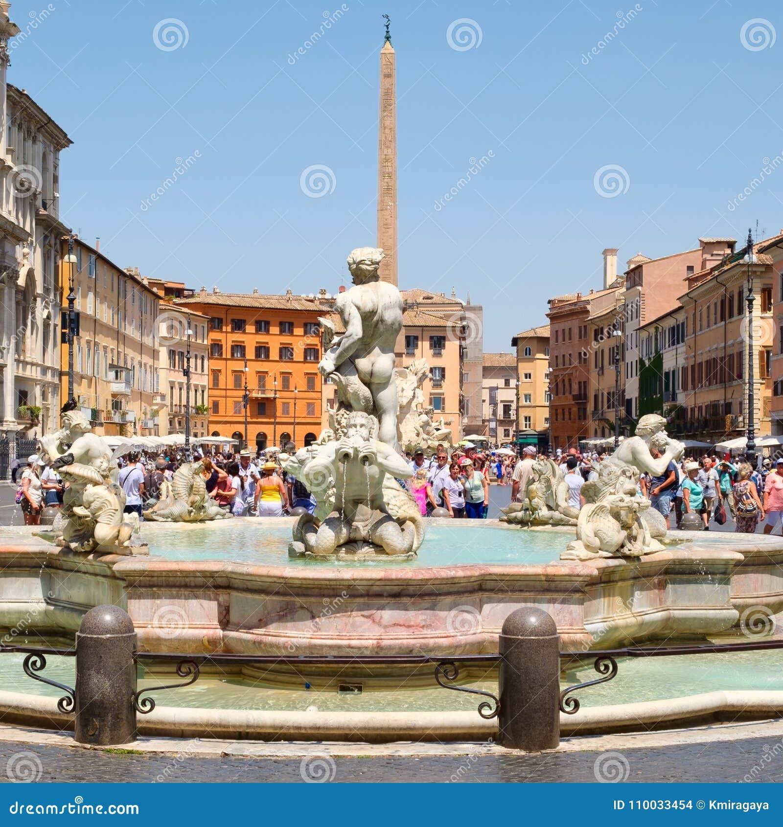 Piazza Navona in Rome op een mooie de zomerdag