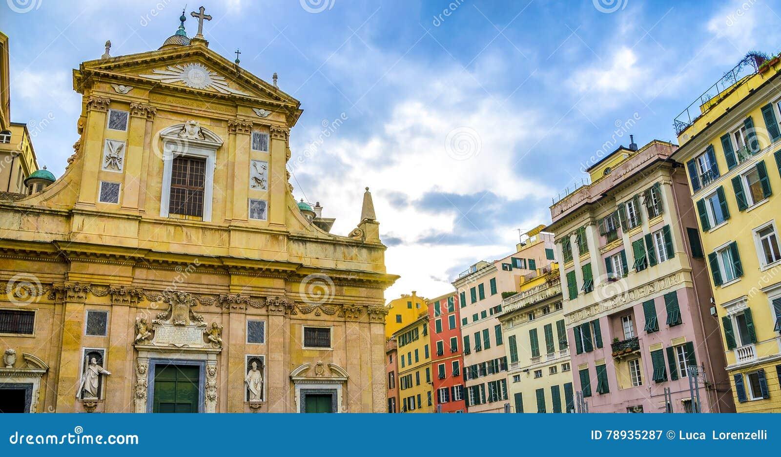 Piazza van de de gebouwenkerk van Genua kleurrijke matteottiliguri van Giacomo