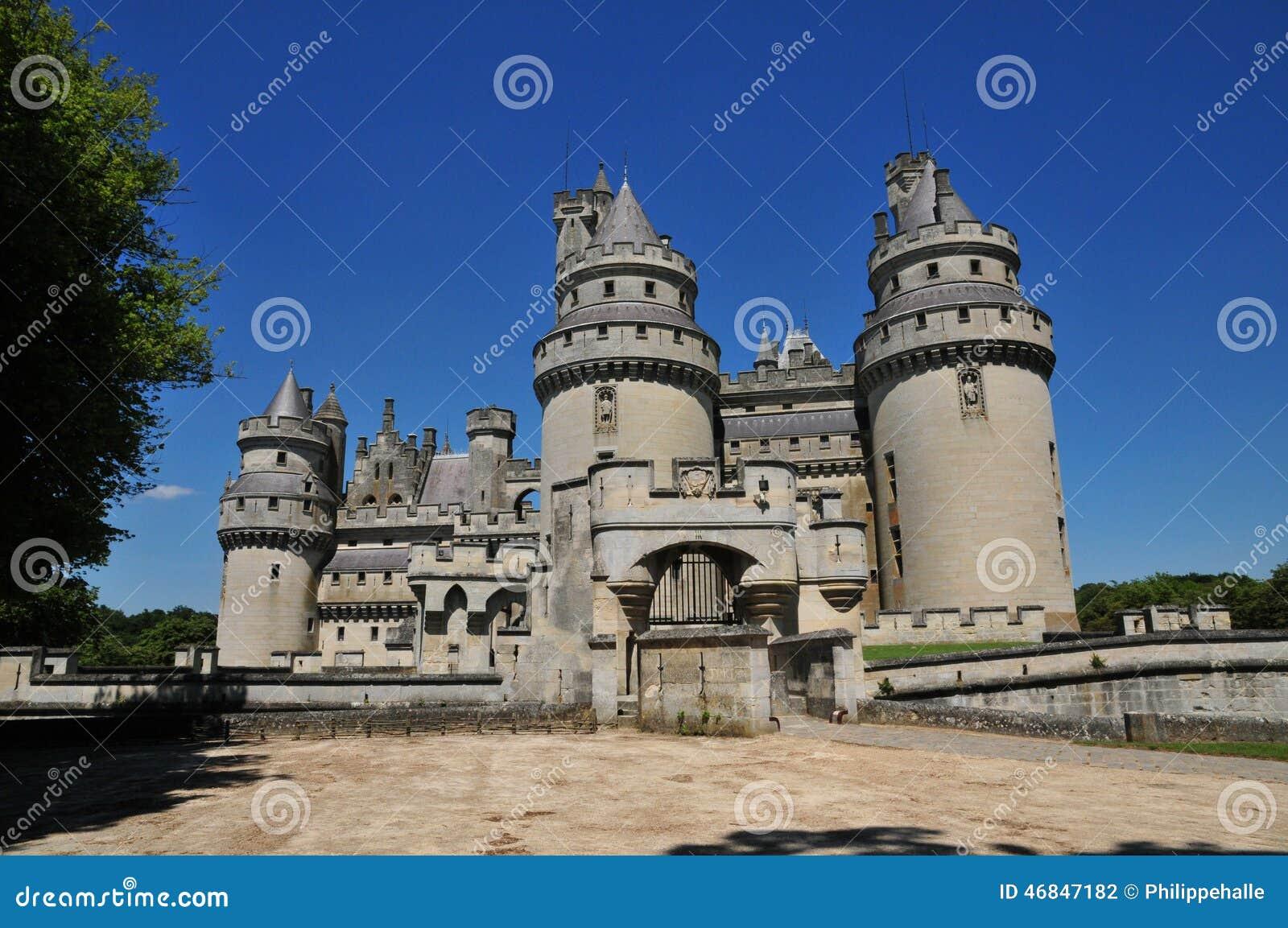 Picardie den pittoreska slotten av Pierrefonds i Oise
