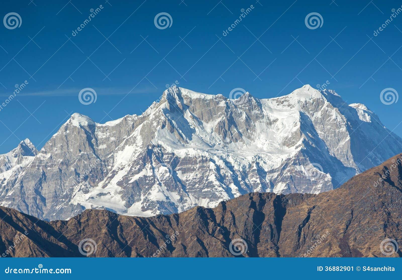 Download Picco placcato della neve immagine stock. Immagine di cielo - 36882901
