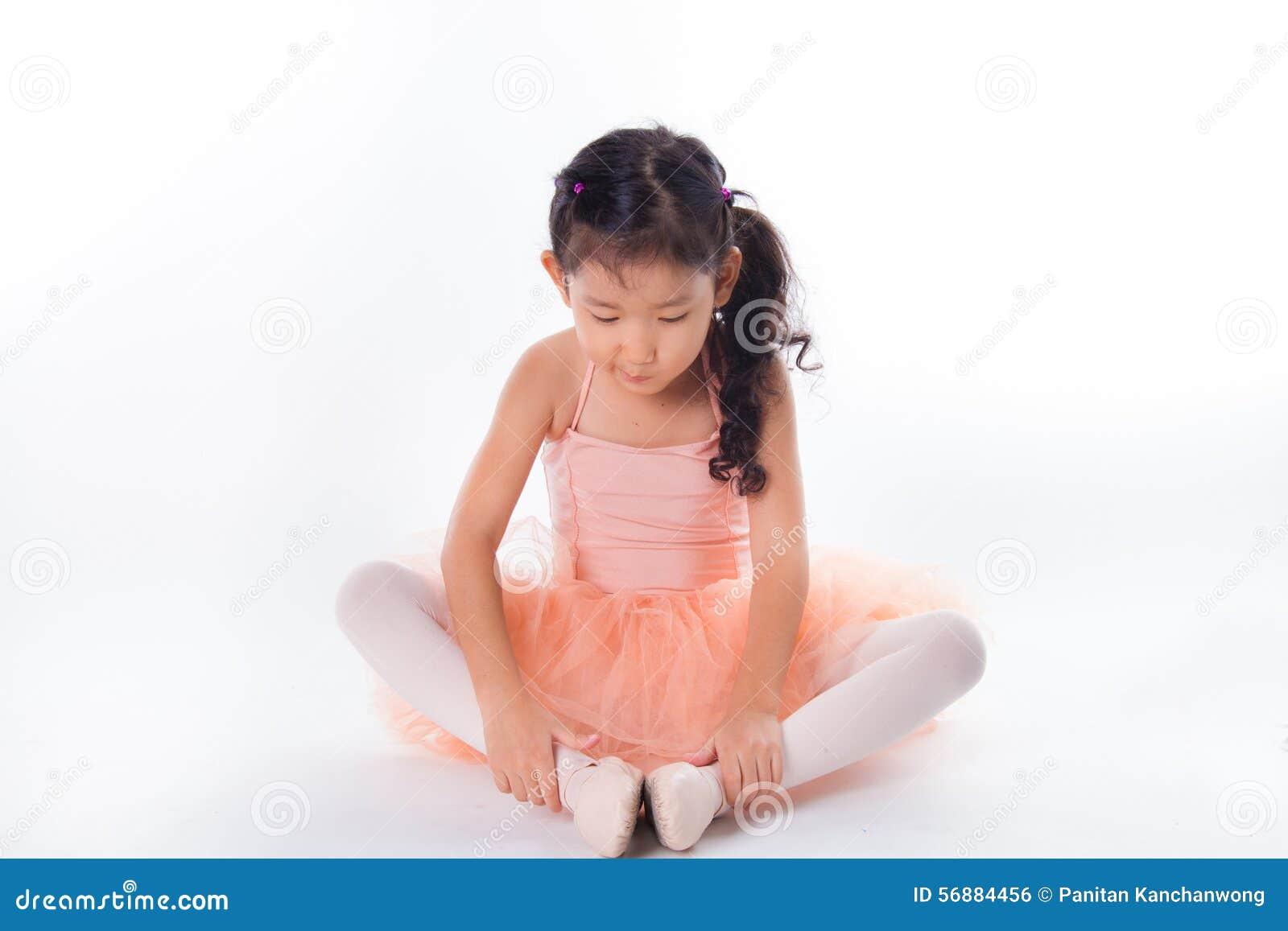 Piccola ballerina nello studio