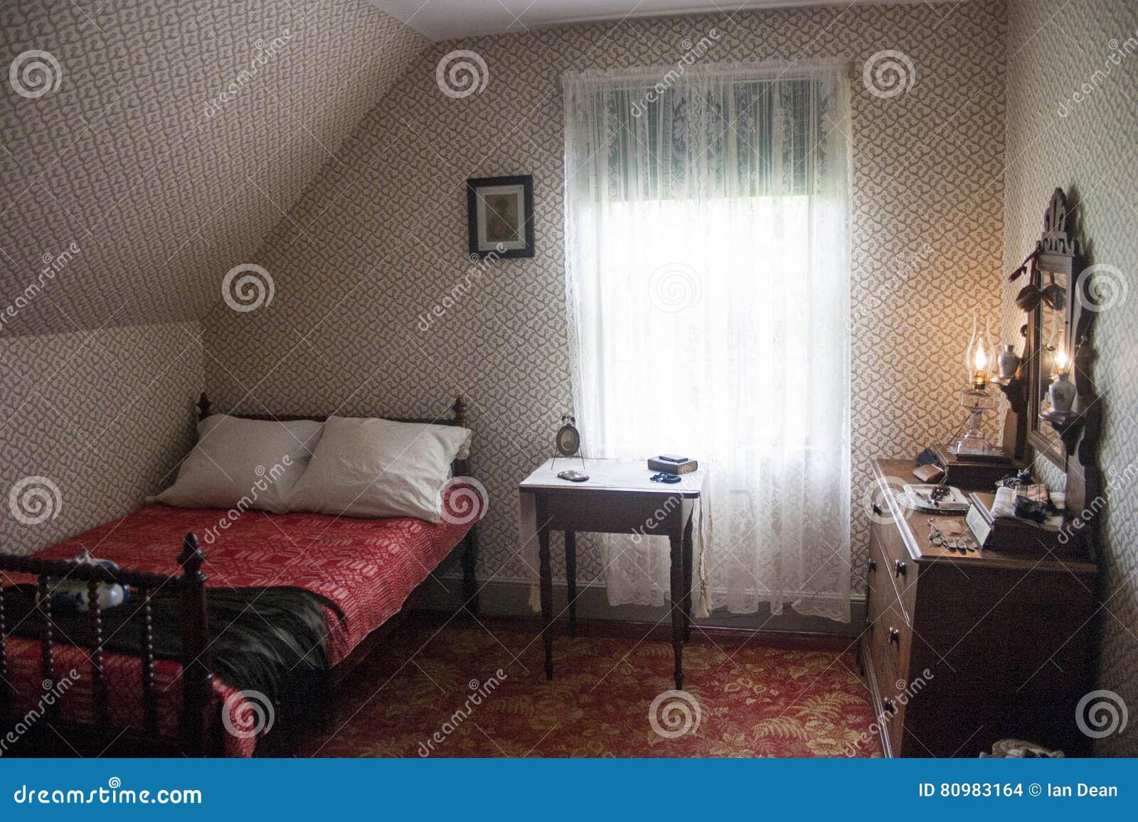 Piccola camera da letto americana immagine stock - Camera da letto piccola ...