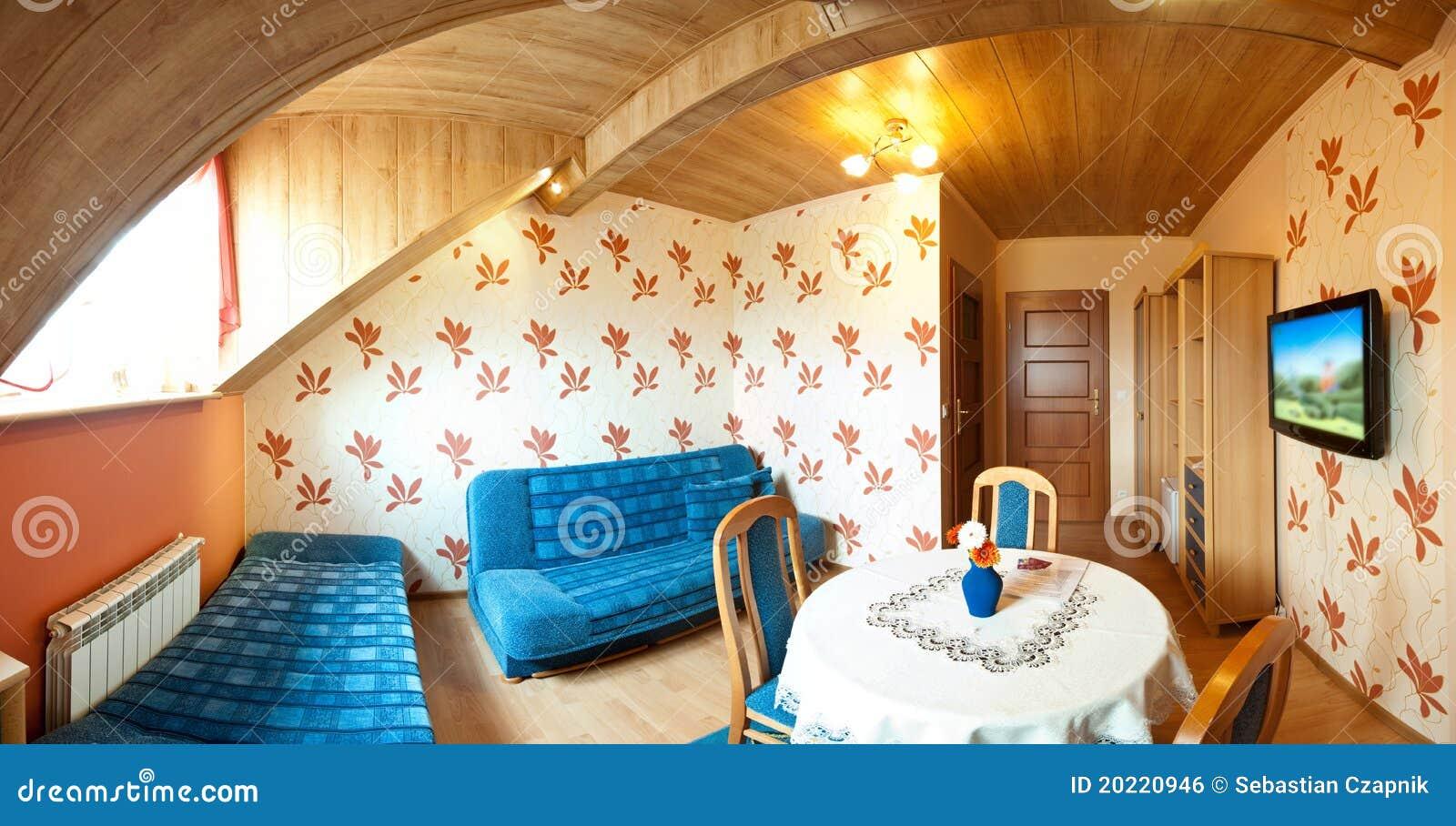 Piccola camera da letto in un hotel fotografia stock for Caminetto piccola camera da letto