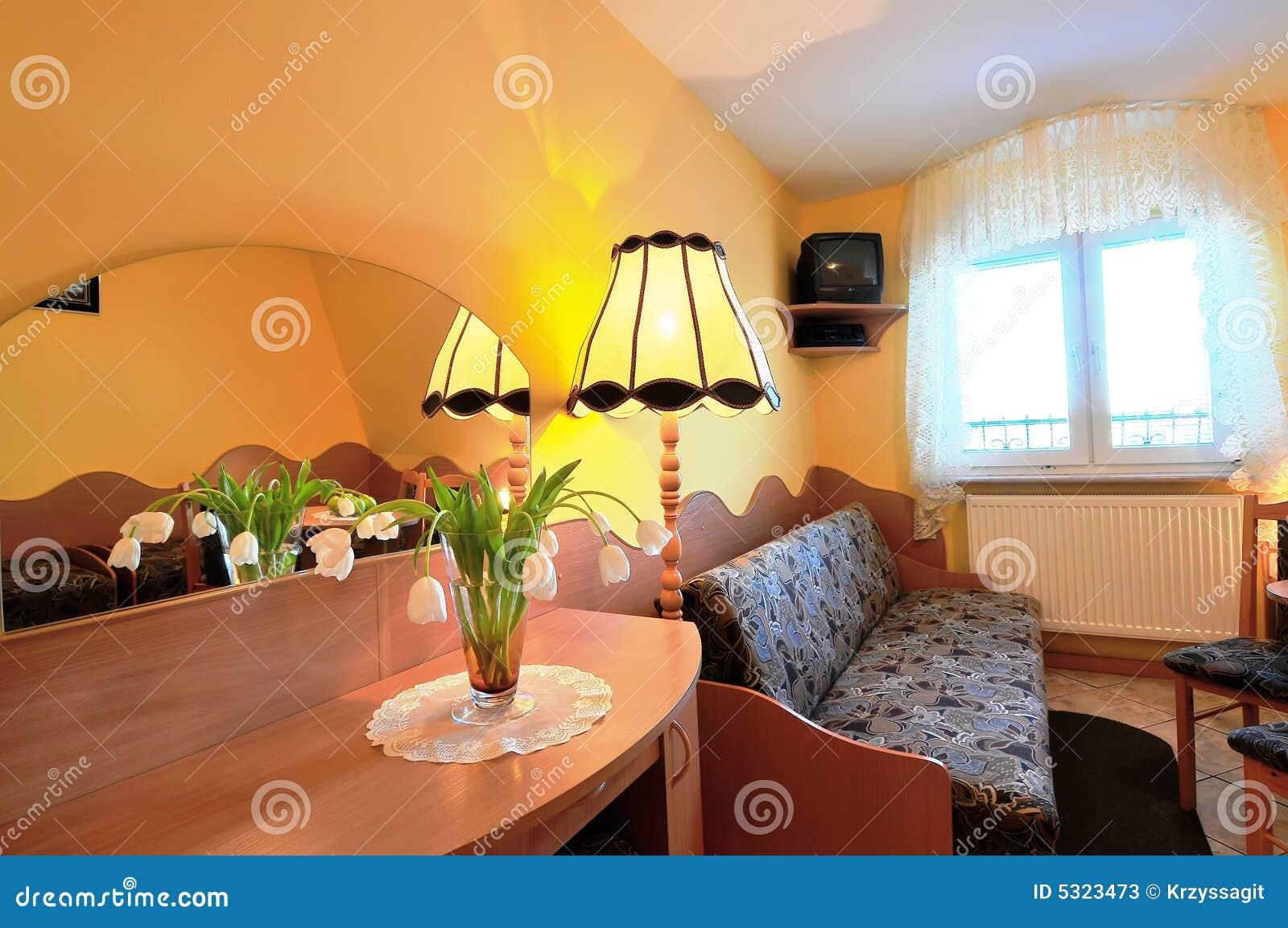 Download Piccola camera di albergo immagine stock. Immagine di singolo - 5323473
