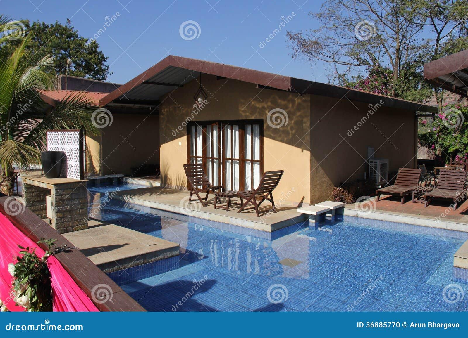 Stunning idee giardino piccolo con piscina progetto for Piscina in un giardino piccolo