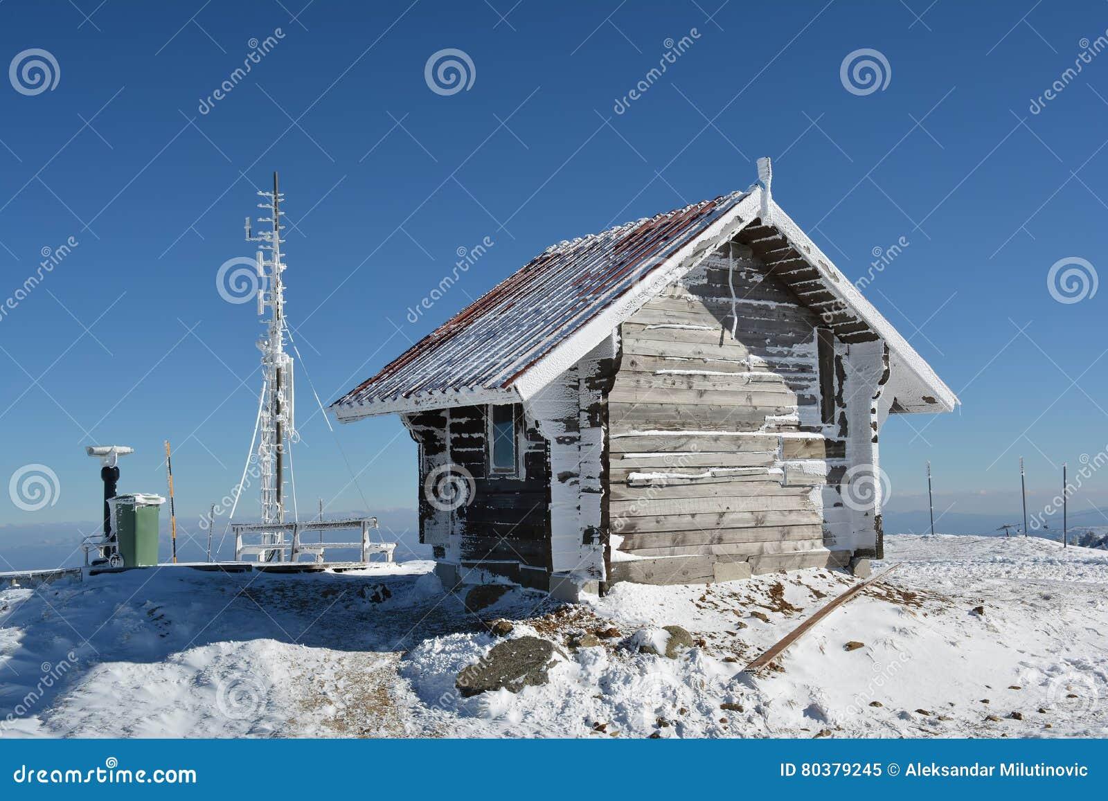 Piccola casa di ceppo, antenna congelata ed alcun altra roba