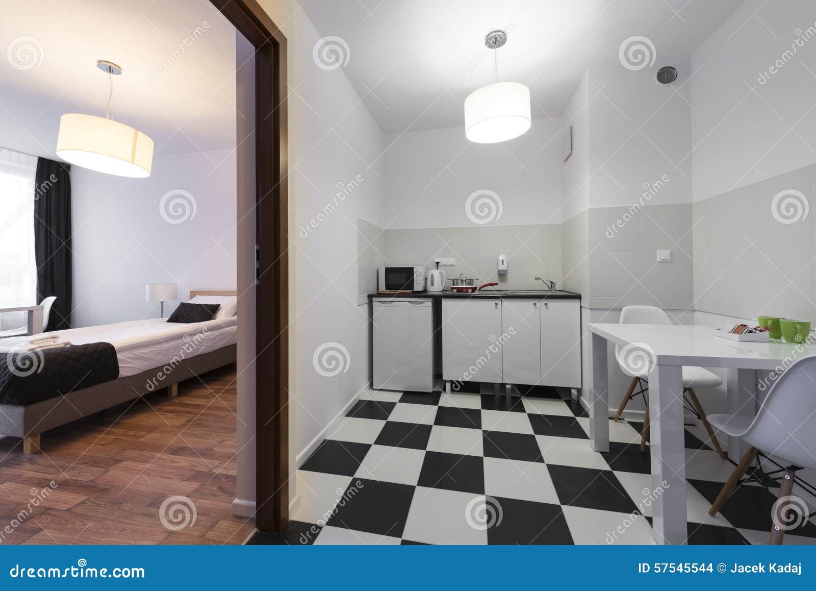 Piccola E Camera Da Letto Compatta Bianca E Nera Dell\'estremità ...