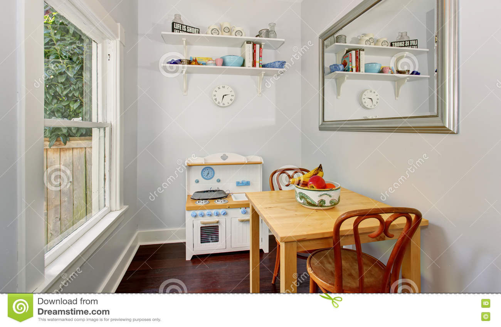 Piccola mobilia nella stanza dei giochi accogliente dei for Mobilia download