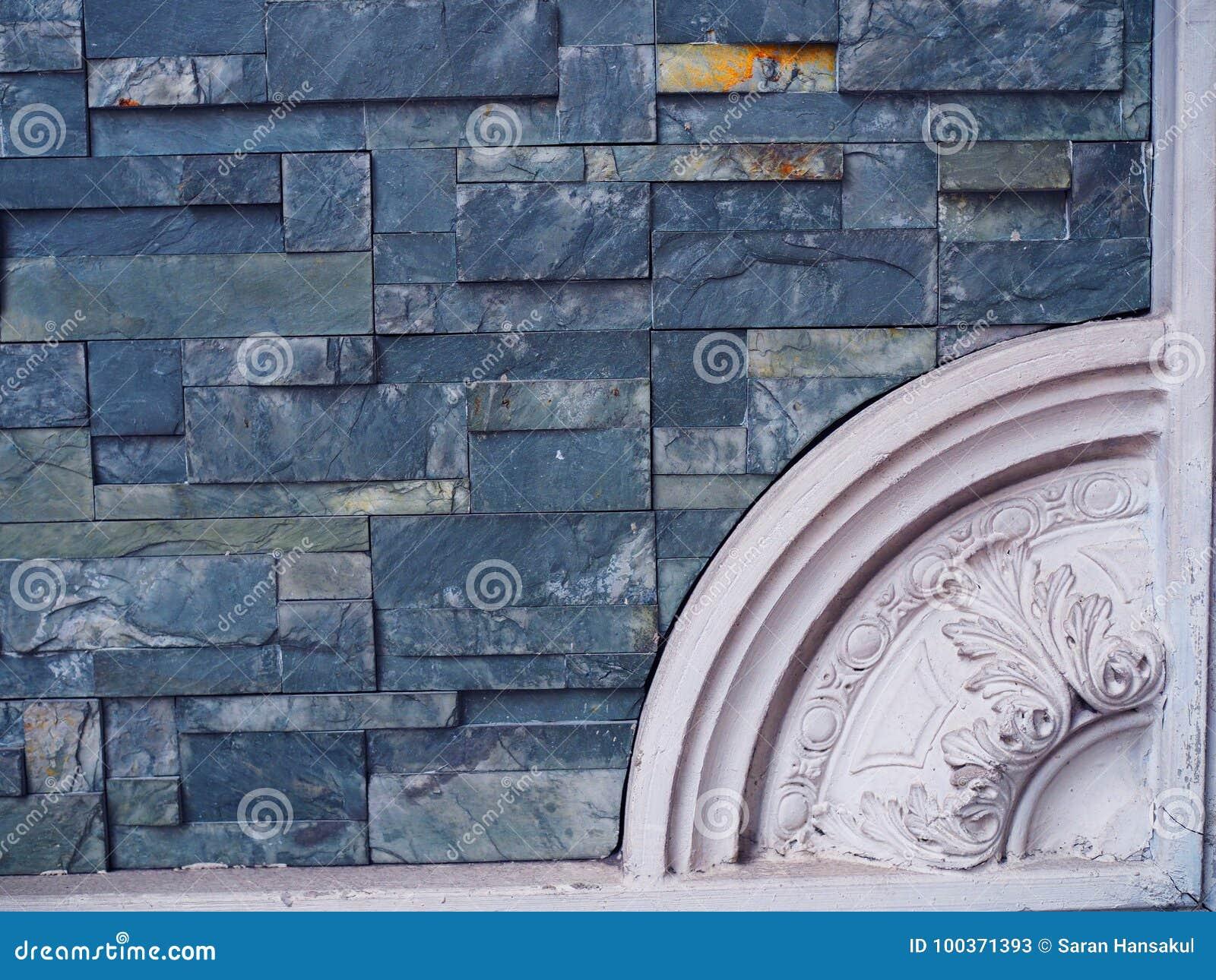 Piccola parete di pietra di marmo blu delle mattonelle con il