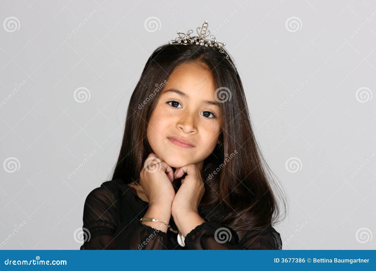 Download Piccola principessa fotografia stock. Immagine di rhinestone - 3677386
