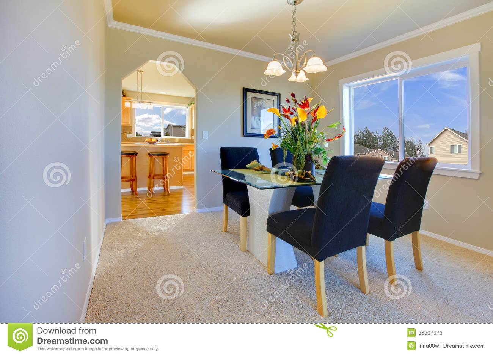 Piccola sala da pranzo moderna immagine stock immagine for Piccola sala da pranzo