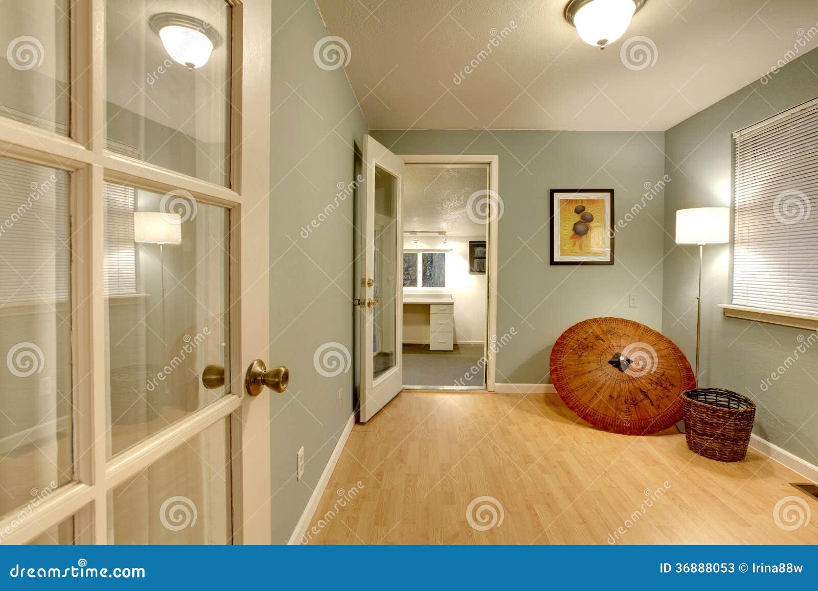 Download Piccola Stanza Dell'ufficio Immagine Stock - Immagine di residenziale, nessuno: 36888053
