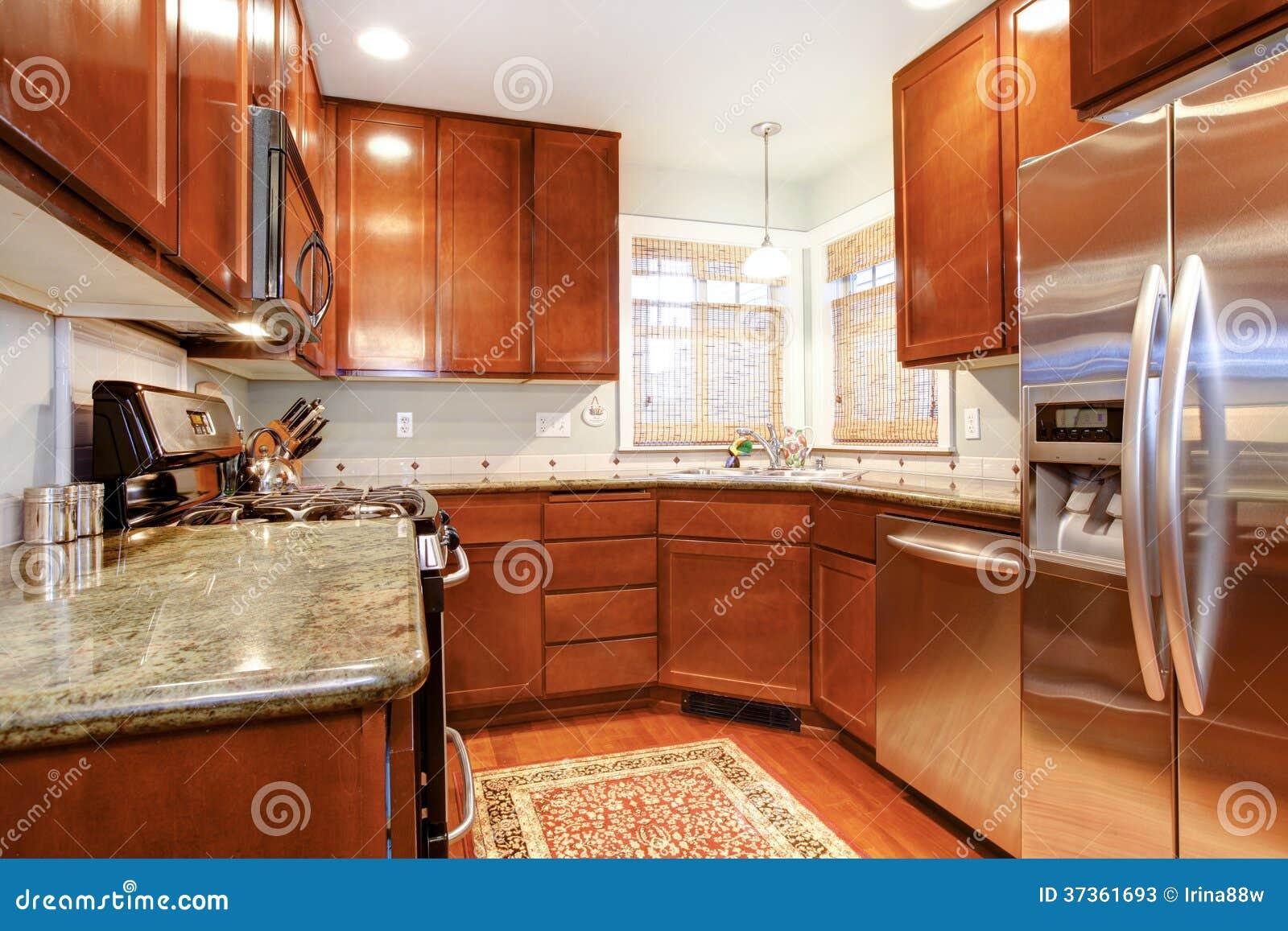 Piccola stanza di legno marrone della cucina immagine for Planimetrie e prezzi della piccola capanna di legno