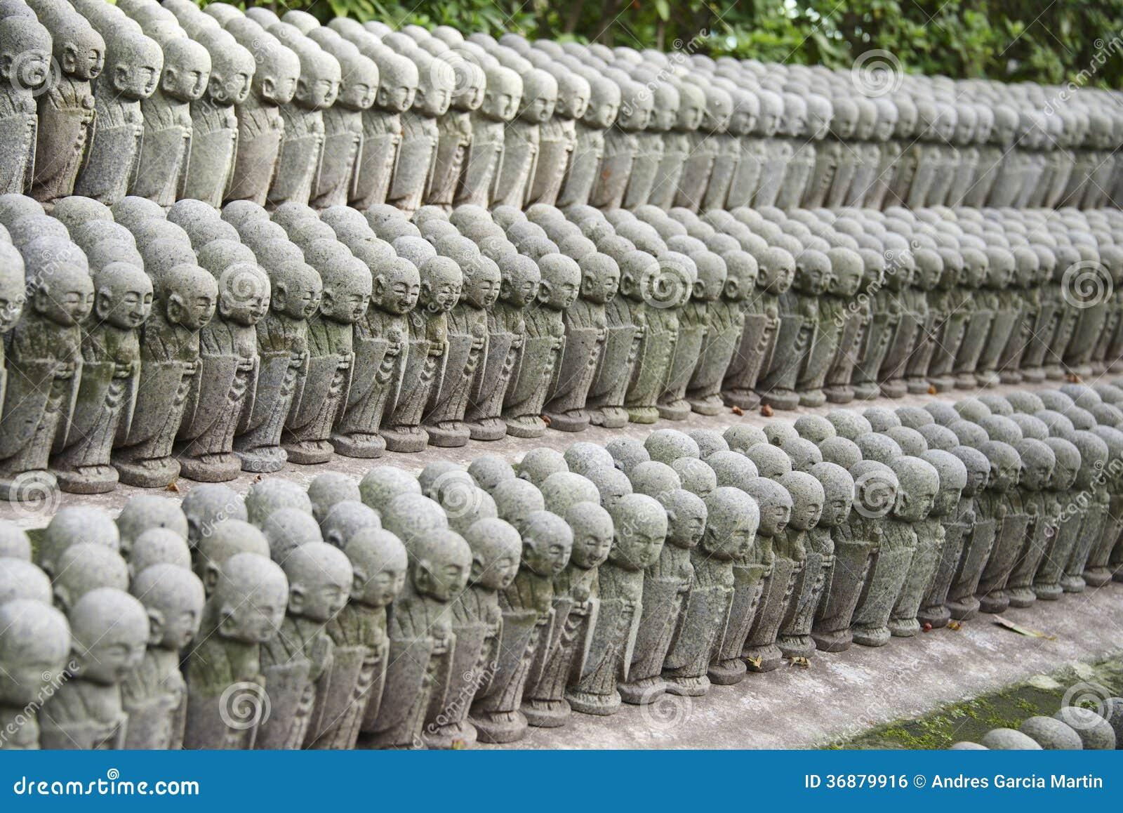 Download Piccole Statue Buddisti Di Jizo Fotografia Editoriale - Immagine di gruppo, giapponese: 36879916