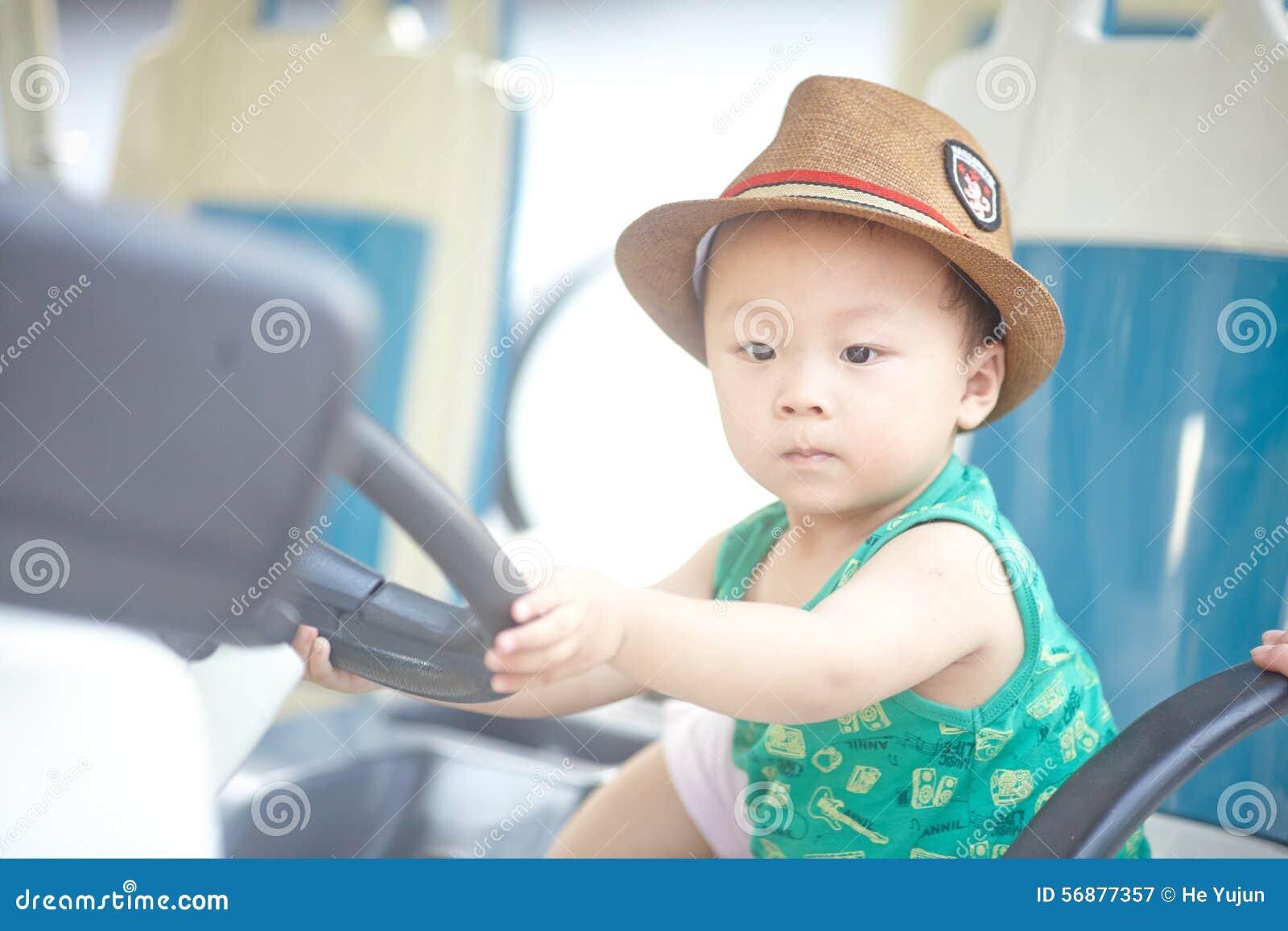 Piccolo autista di autobus
