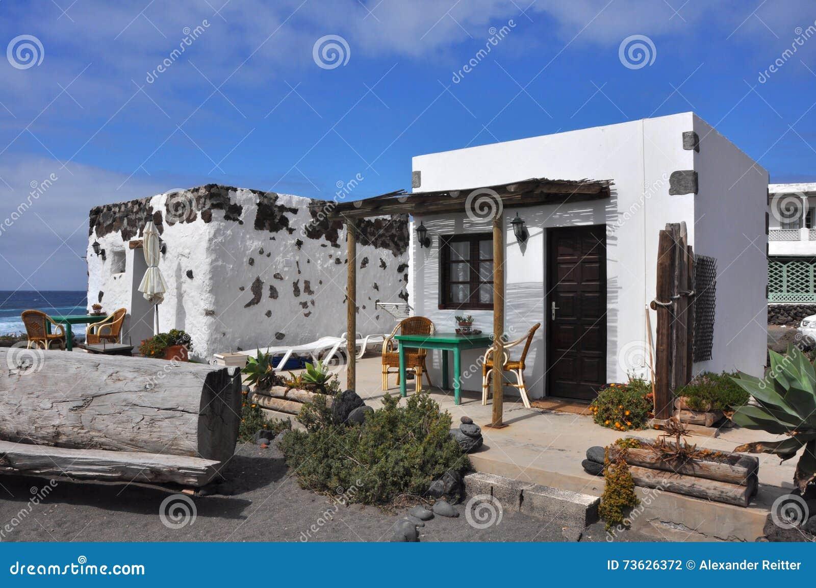 piccolo bungalow bianco accogliente e semplice sull 39 isola