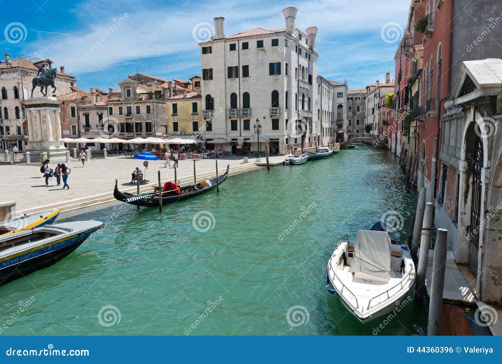 Piccolo canale a Venezia L Italia