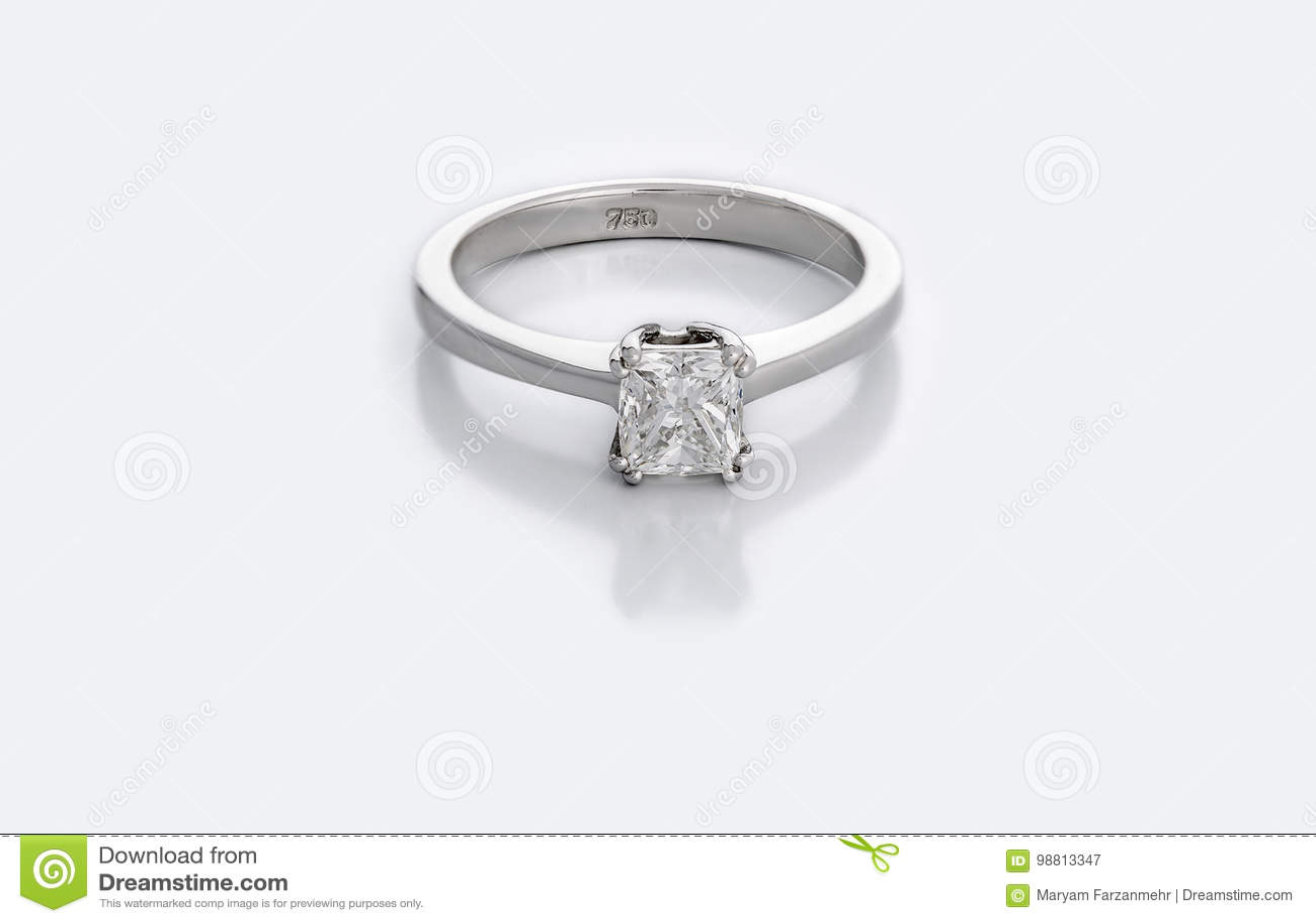 Piccolo Diamond Solitaire Engagement o fede nuziale