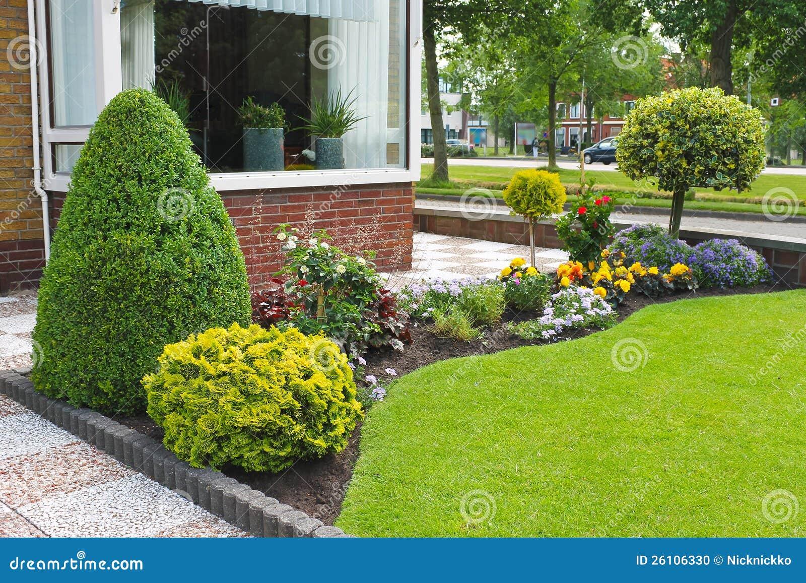 piccolo giardino davanti alla casa olandese. fotografia stock ... - Piccolo Giardino In Casa