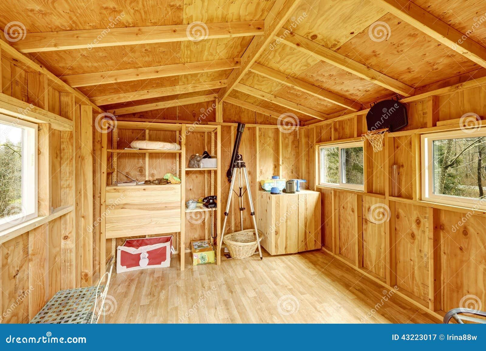 piccolo interno della casa sull 39 albero immagine stock