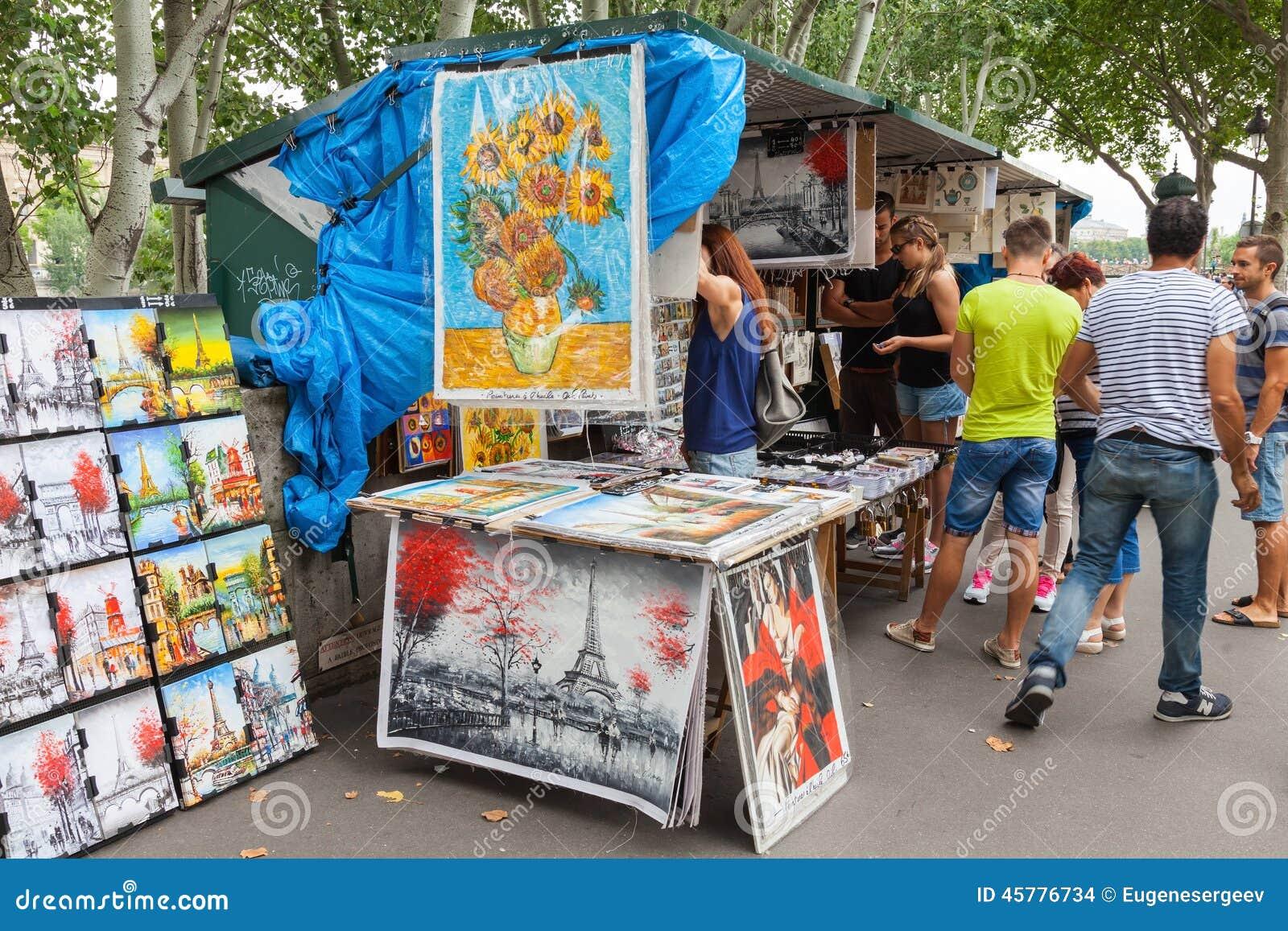 Piccolo negozio di ricordo e di arte a Parigi, Francia