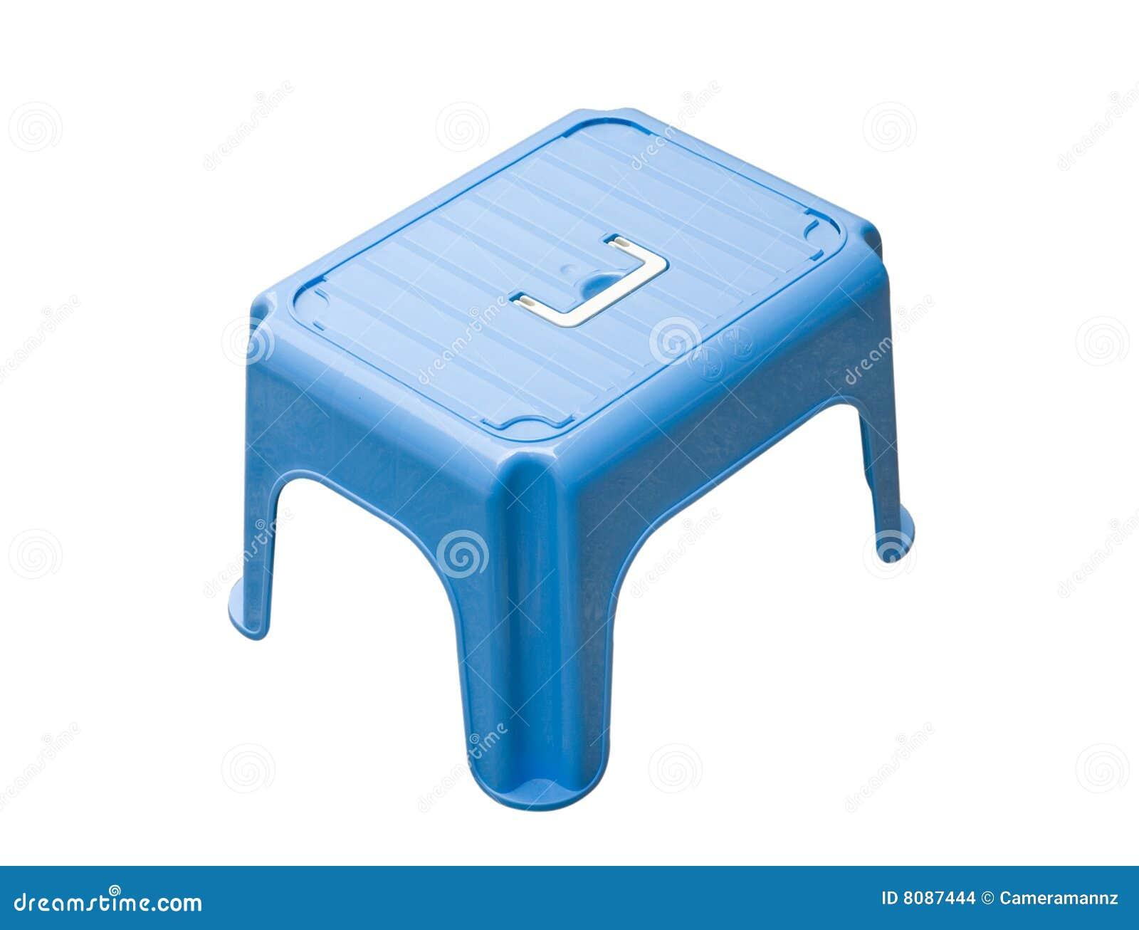 Piccolo sgabello blu fotografia stock immagine di isolato