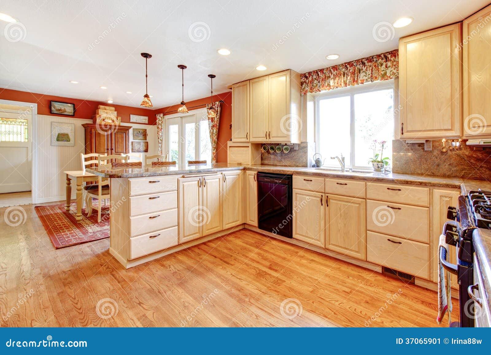 pi ce chaude simple de cuisine de couleurs avec une petite salle manger image stock image. Black Bedroom Furniture Sets. Home Design Ideas