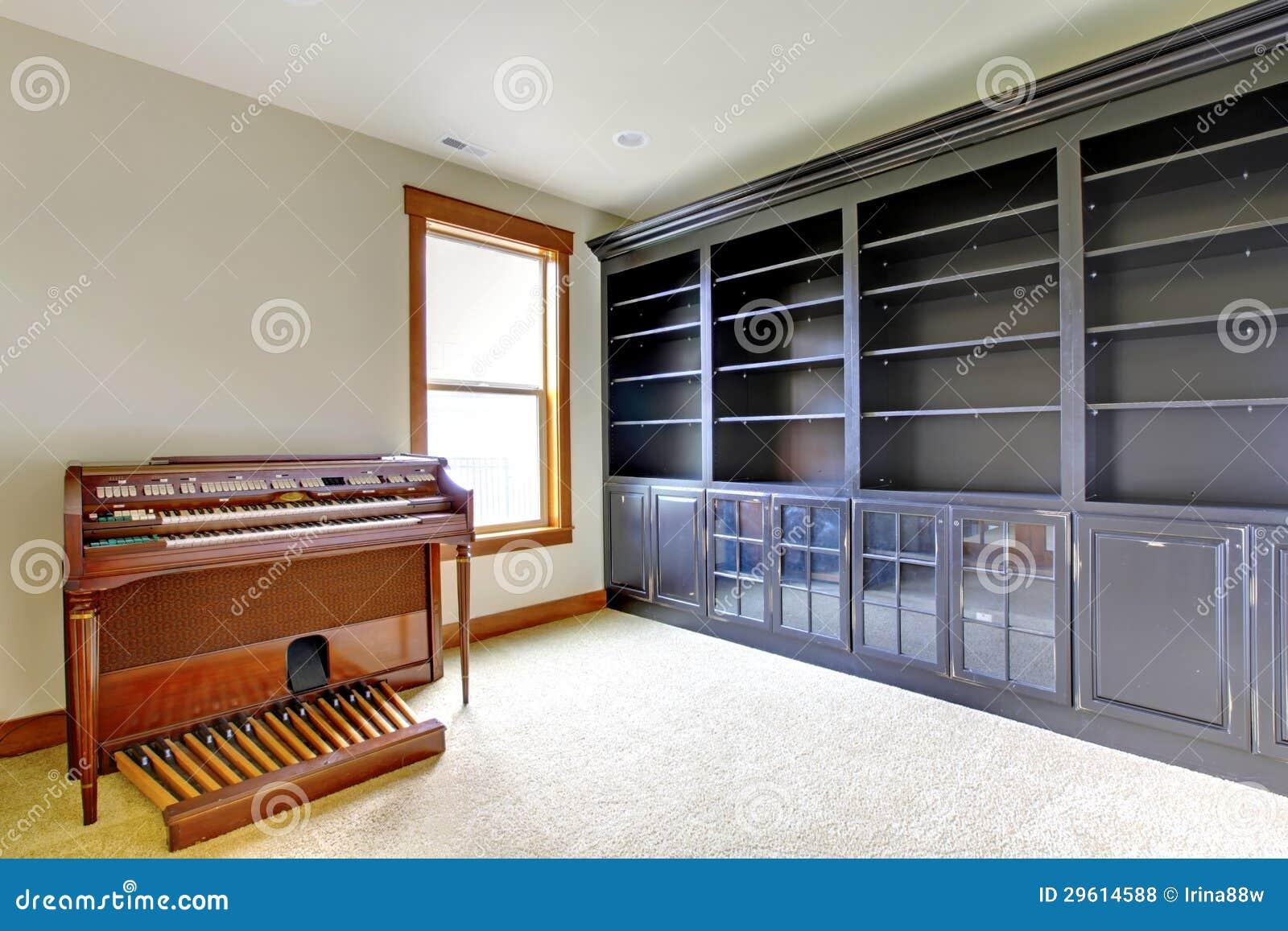 pi ce vide de bureau de biblioth que avec le piano int rieur la maison de luxe neuf photos. Black Bedroom Furniture Sets. Home Design Ideas