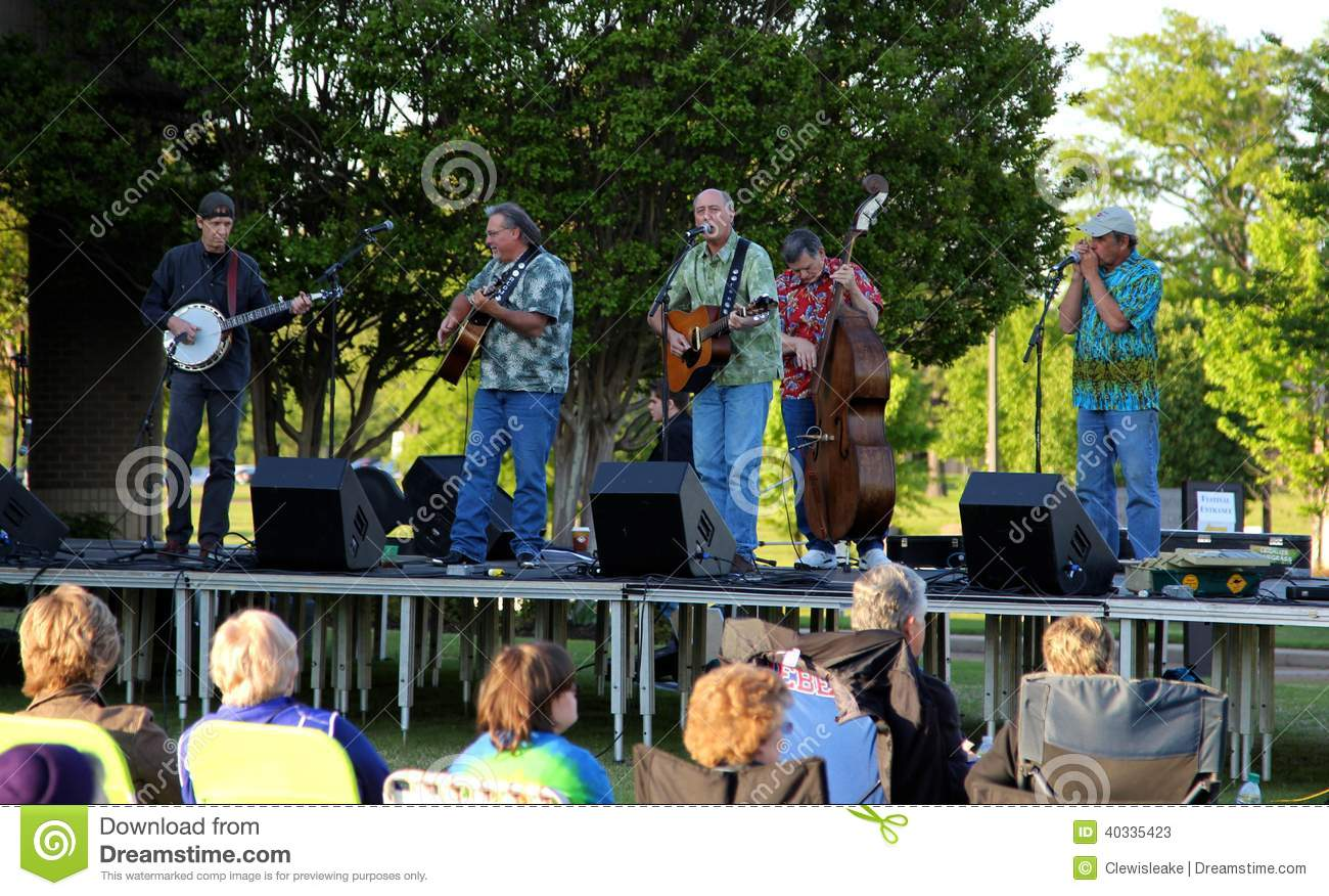 2014 picking and picnic in the park bluegrass music festival editorial stock photo image 40335423. Black Bedroom Furniture Sets. Home Design Ideas
