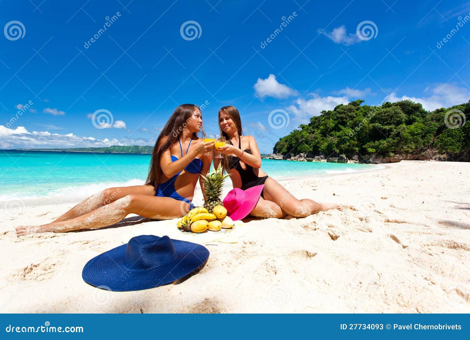 Picknick auf Sommerstrand