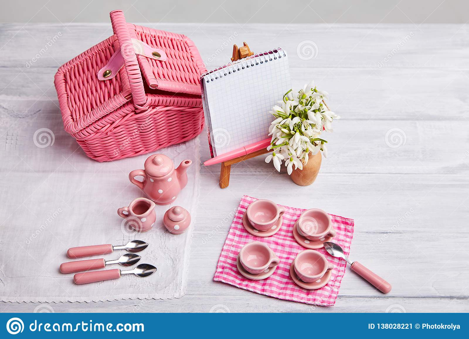 Picknickkarte mit Gedeck und Schneeglöckchen, Tafelsilber,