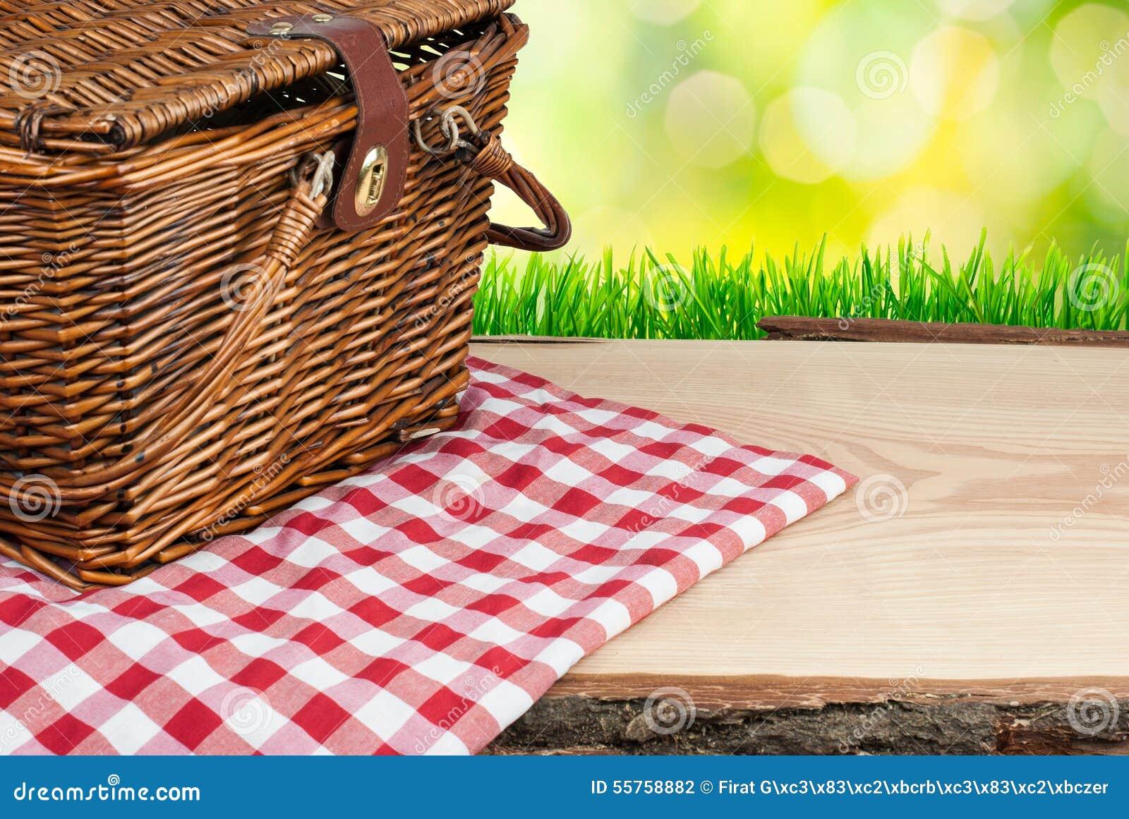 Picknickmand op de hoek van de lijstbovenkant