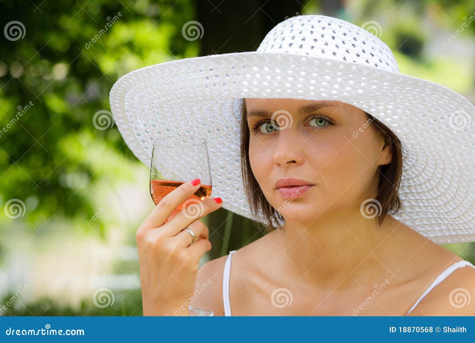 Picnic λαμπτήρων γυναίκα κρασι&o