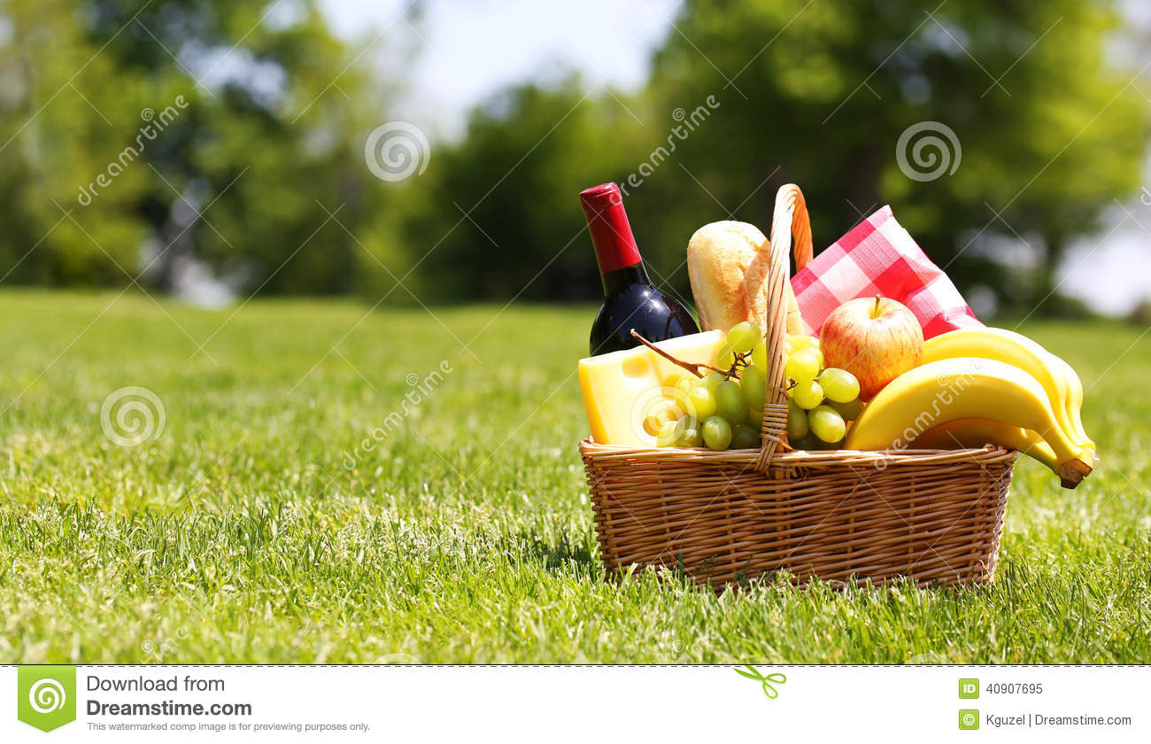 Picnic basket with food stock image image of picnic for Cuisine on the green