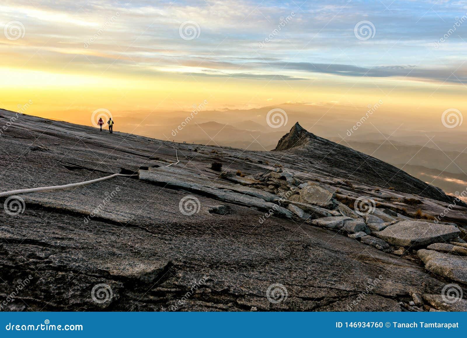 Pico de Kenabalu em Malásia