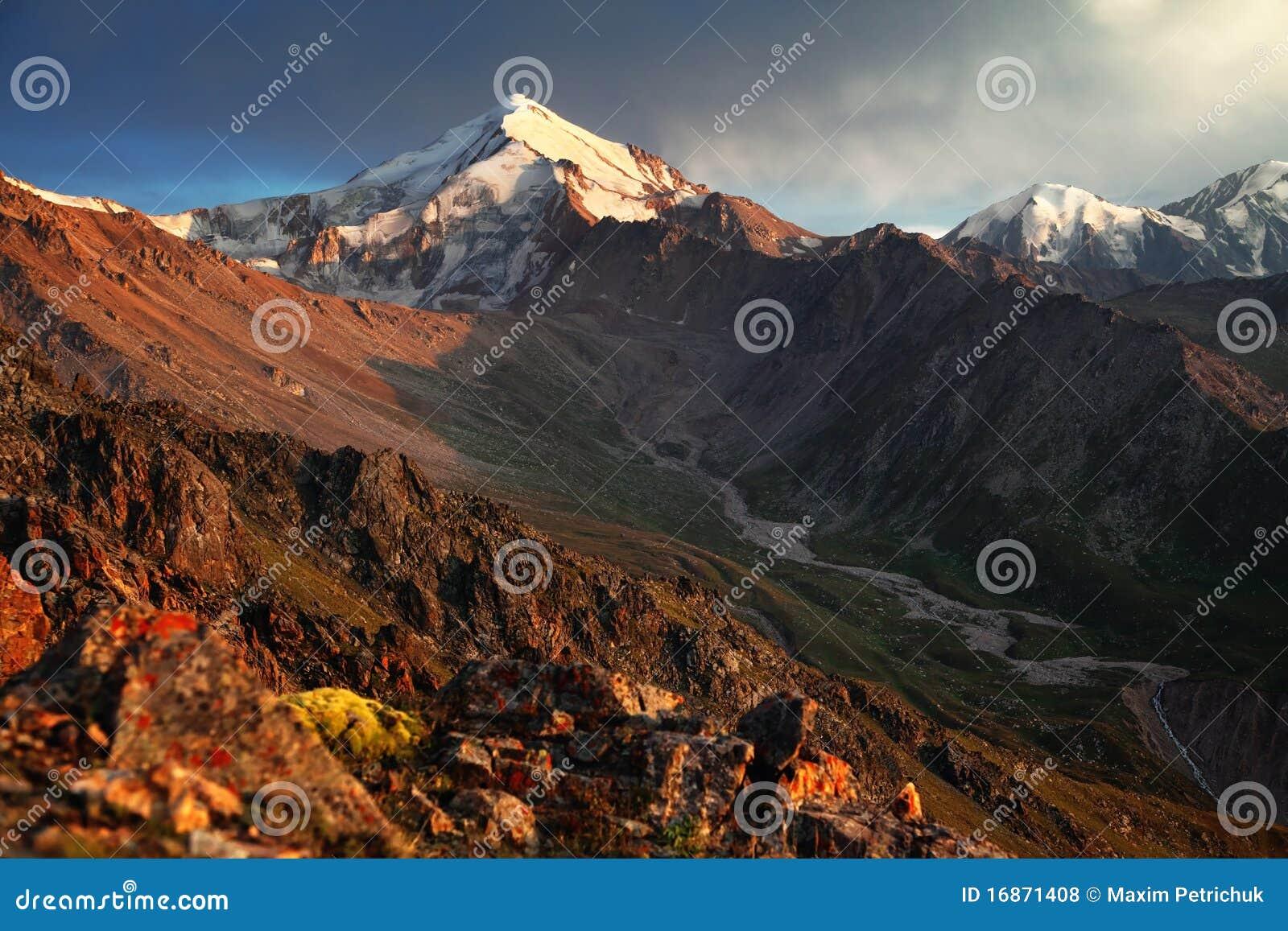 Pico de montanha de Hight