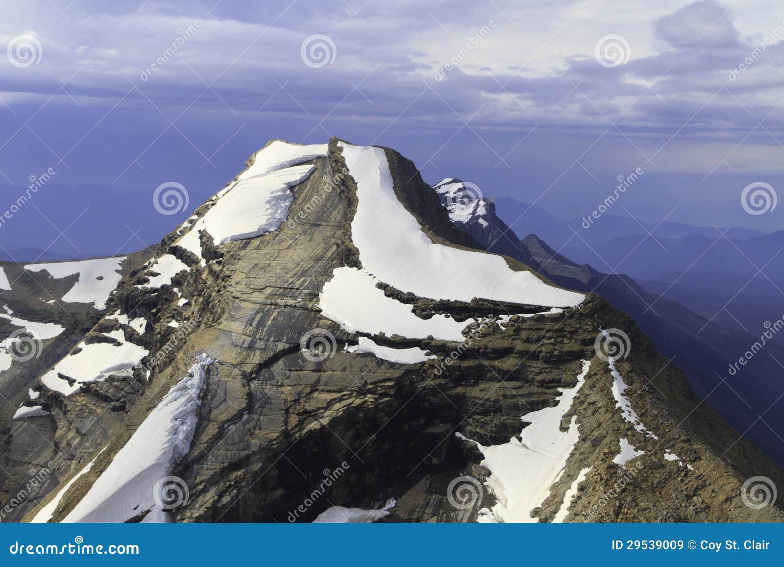 Pico de montanha no parque nacional de geleira