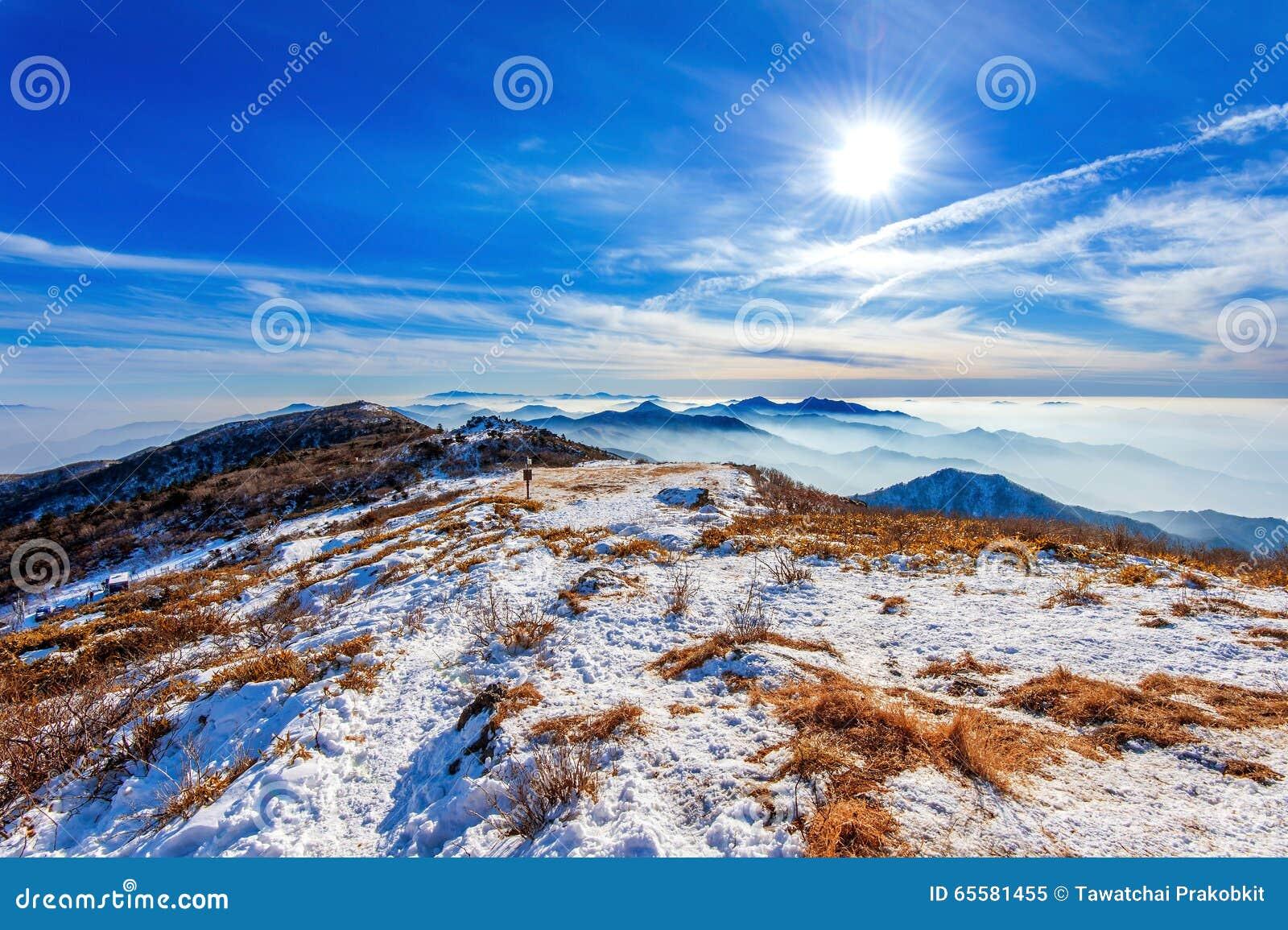 Pico de montanhas no inverno, Coreia de Deogyusan
