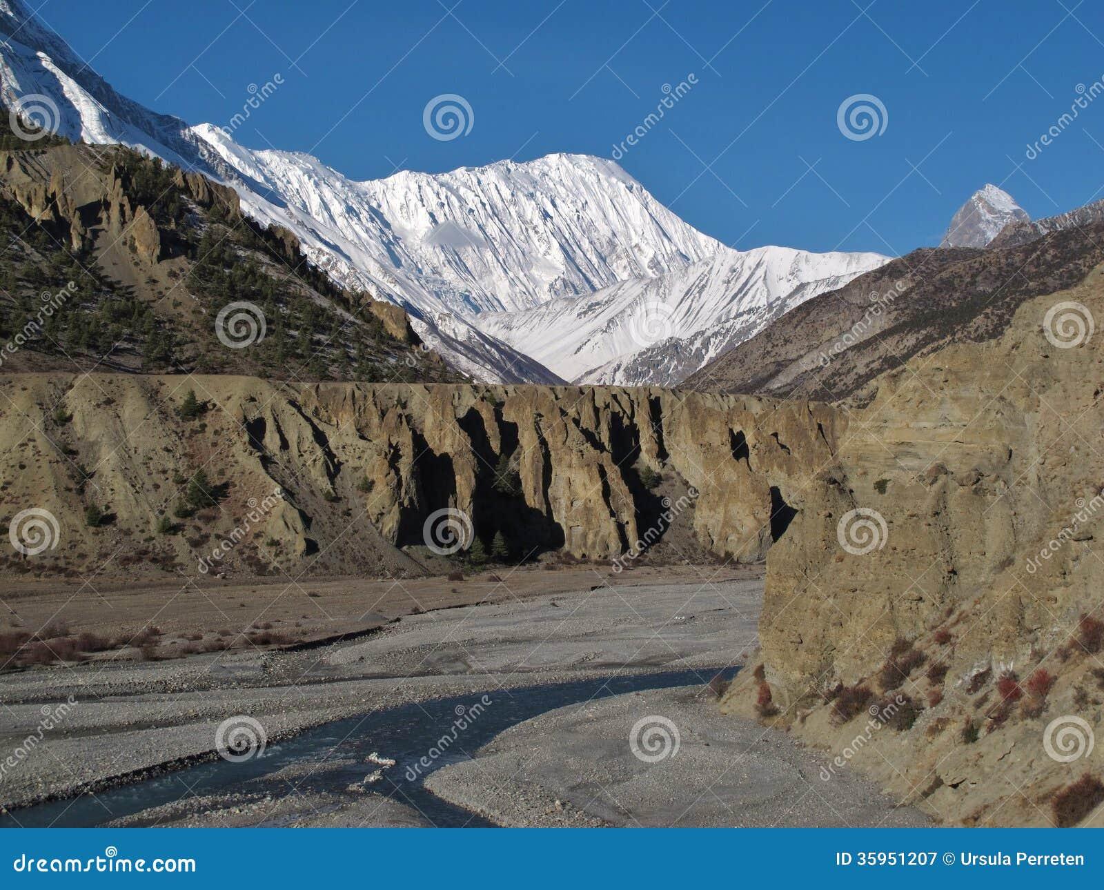 Pico de Tilicho y río de Marsyangdi