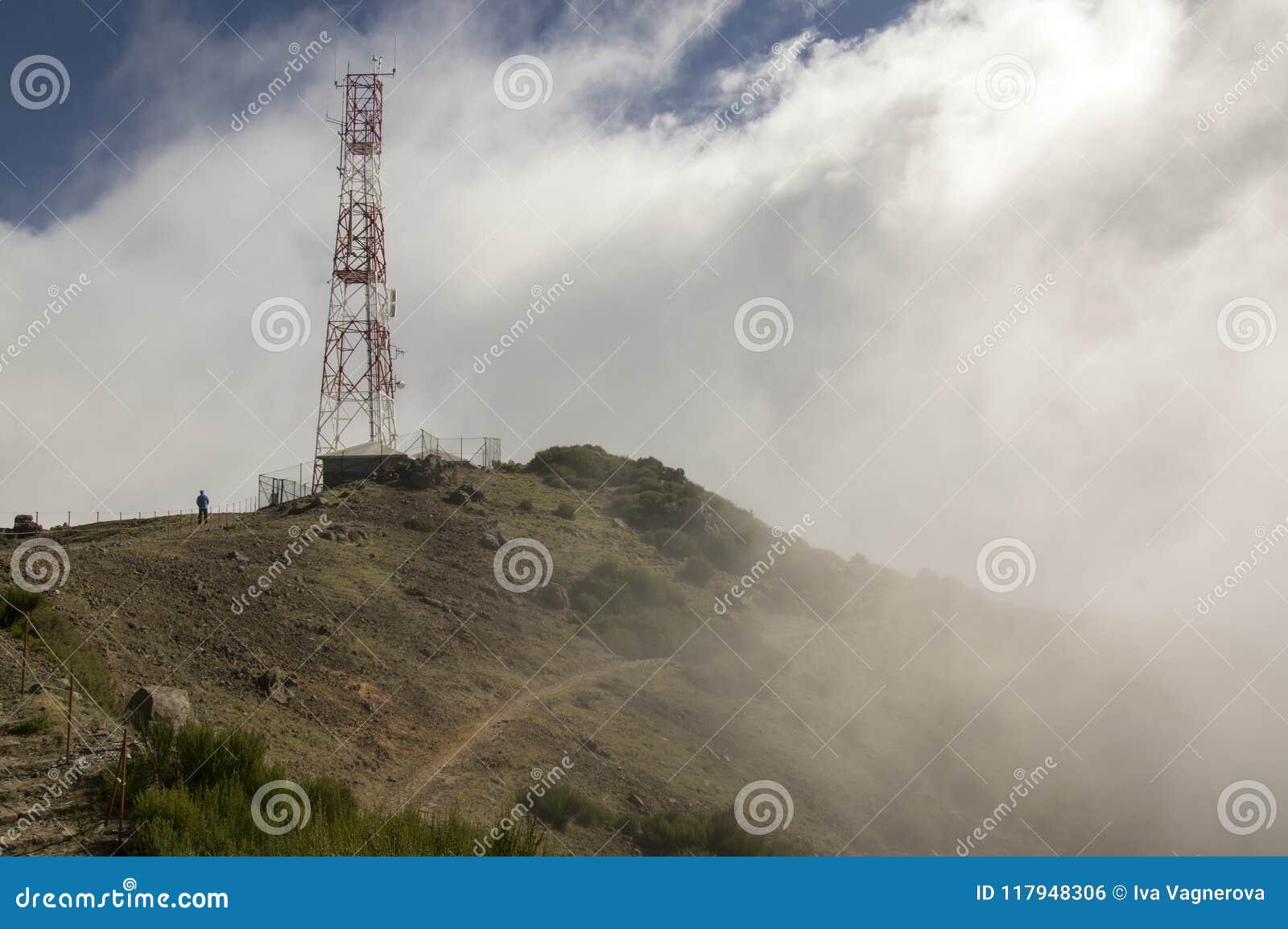 Pico font le sentier de randonnée d Arieiro, le paysage magique étonnant avec des vues incroyables, les roches et la brume, stati