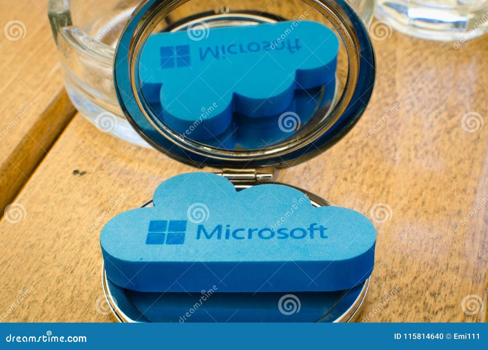 Ronde Houten Spiegel : Pictogram microsoft windows onedrive op kleine ronde spiegel met