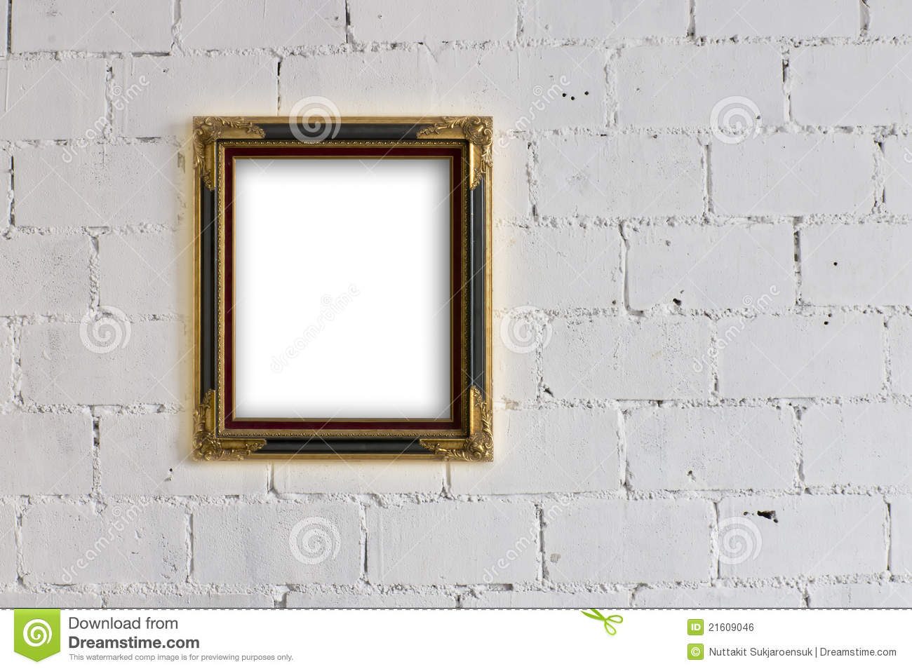 Picture frame hanging on white block wall royalty free - Tableau sur mur blanc ...