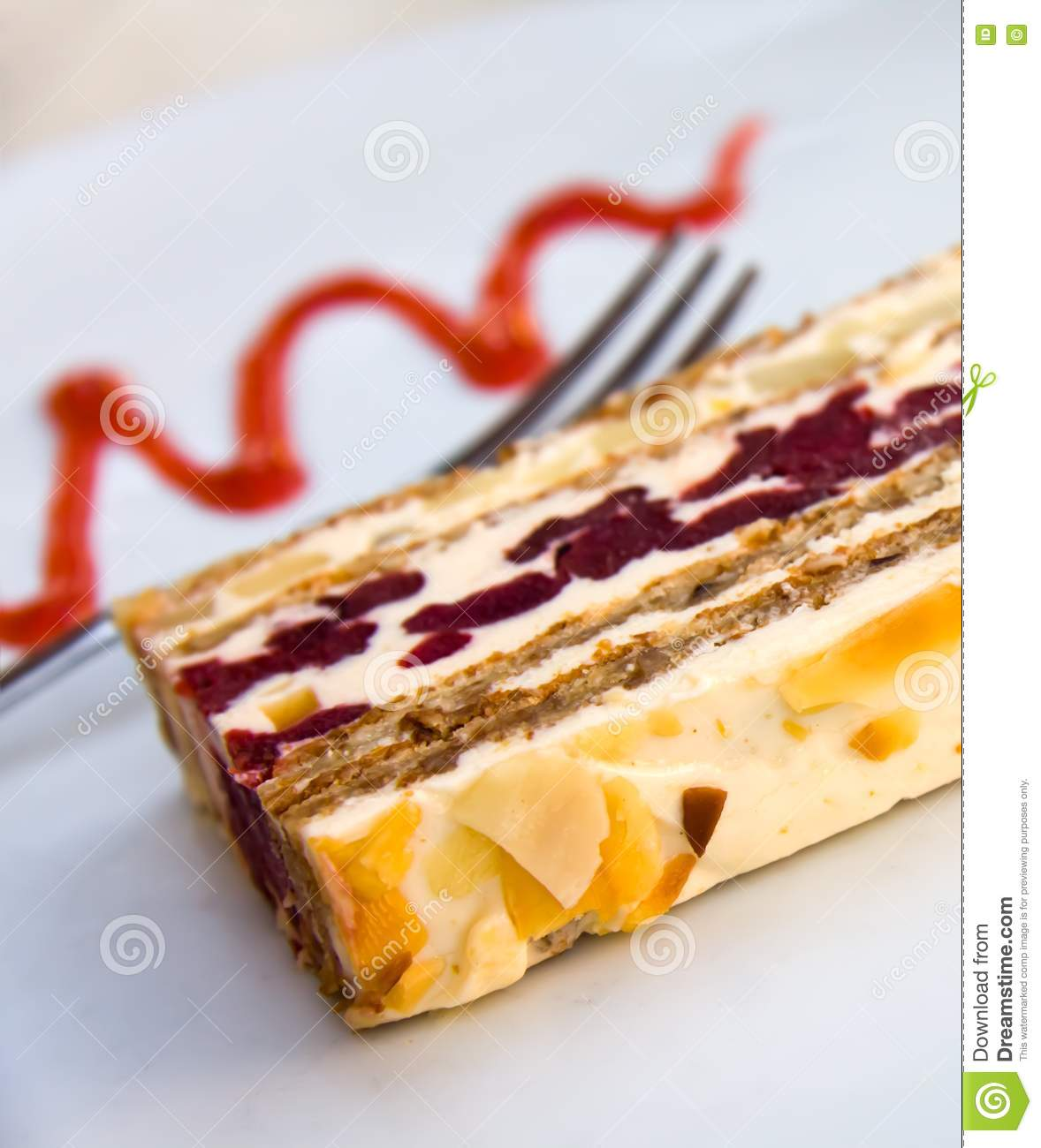 Pie Of Cherry With Almonds Royalty Free Stock Images - Image: 16198699