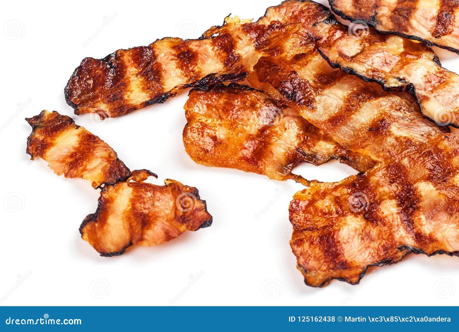 Piec na grillu bekon na bielu Crispy Gotujący bekon Na stole jedzenie niezdrowy Ryzyko otyłość grill domowej roboty