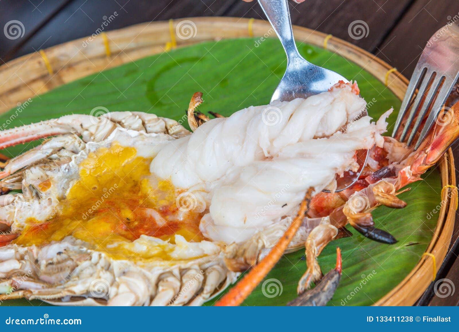 Piec na grillu Gigantyczna Rzeczna krewetka z Tajlandzkim korzennym owoce morza kumberlandem