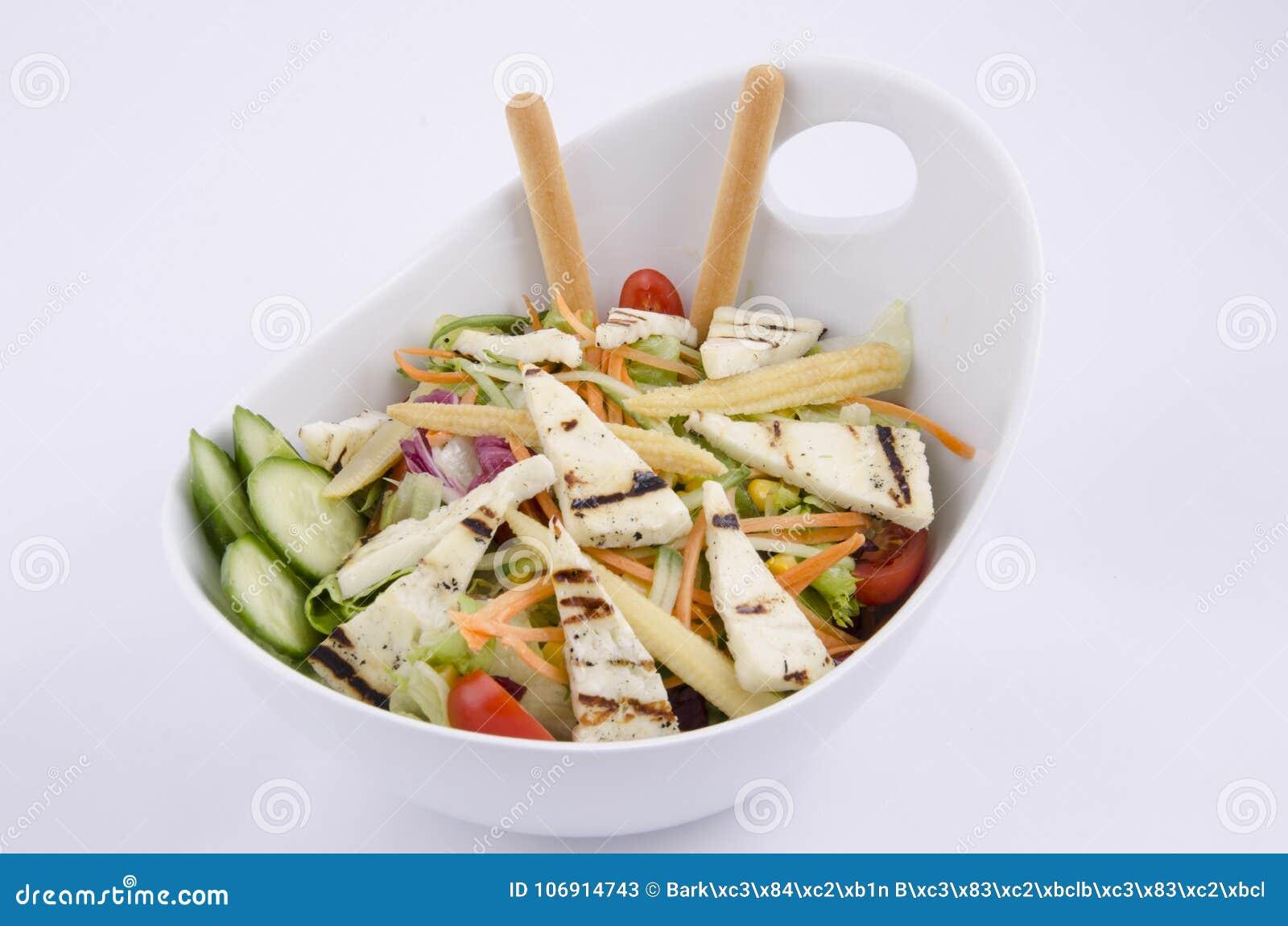 Piec na grillu hellim serowa śródziemnomorska sałatka